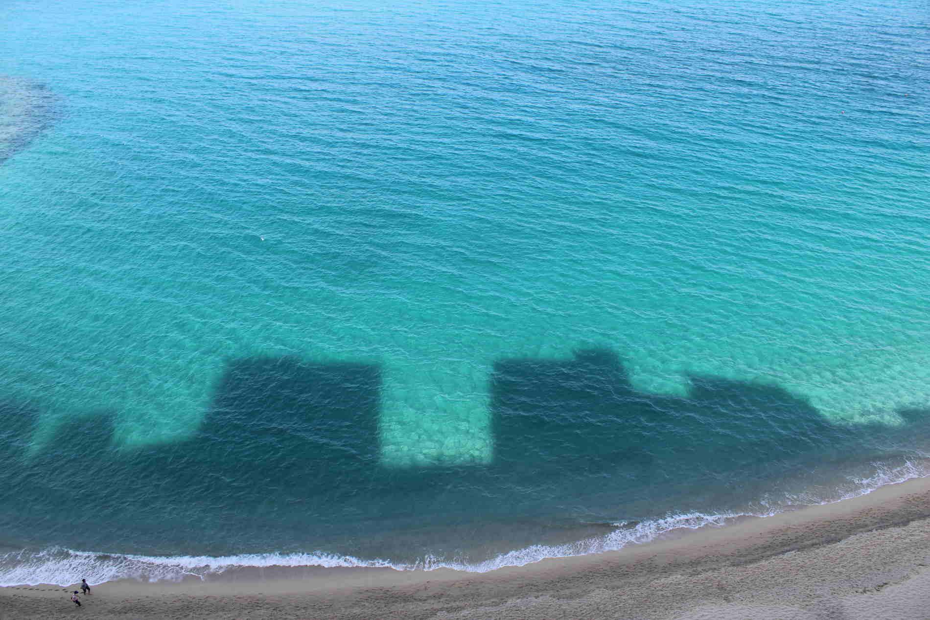 Riflessi dei Palazzi sul mare a Tropea