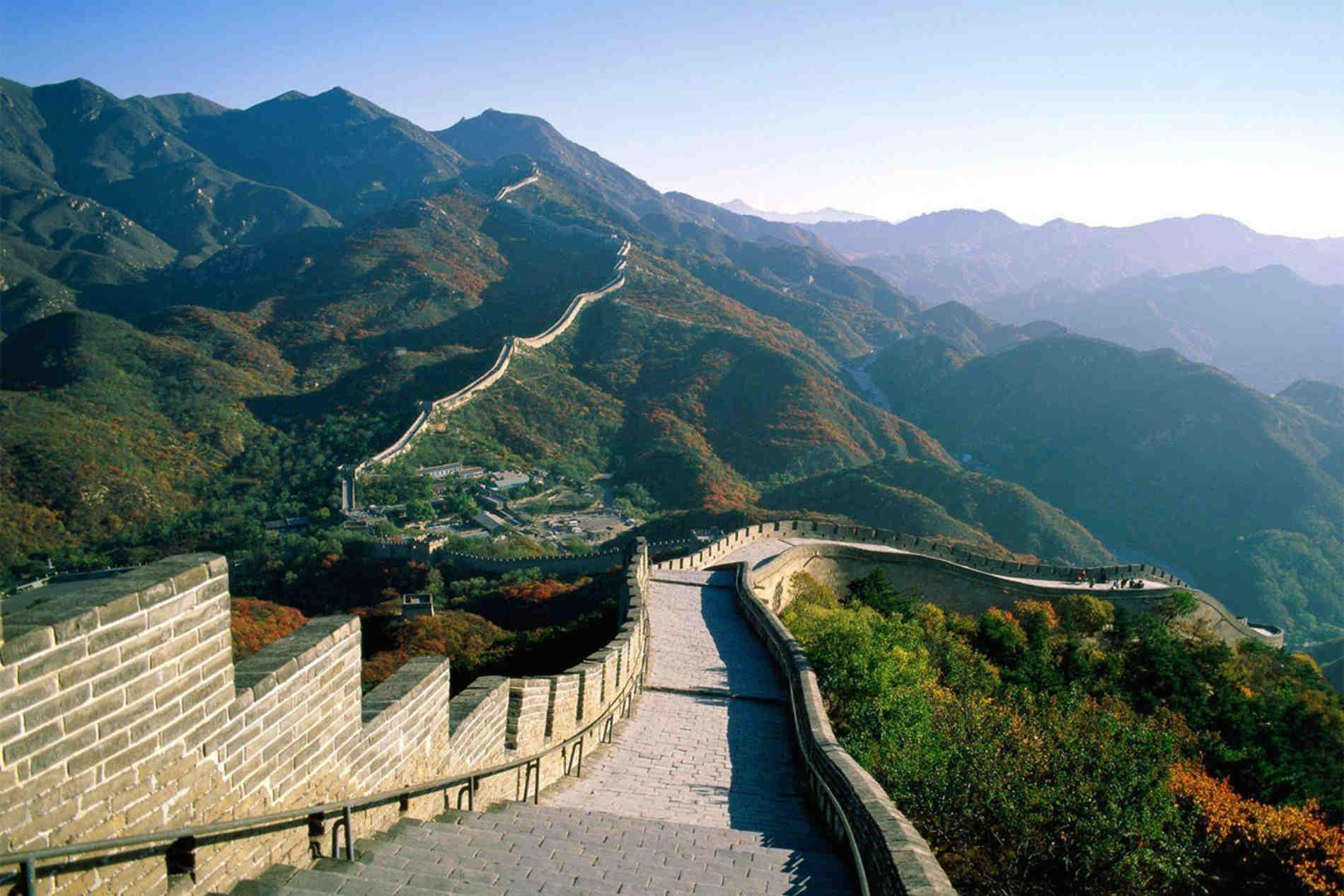 La grande muraglia cinese, una delle 7 meraviglie moderne da visitare on line