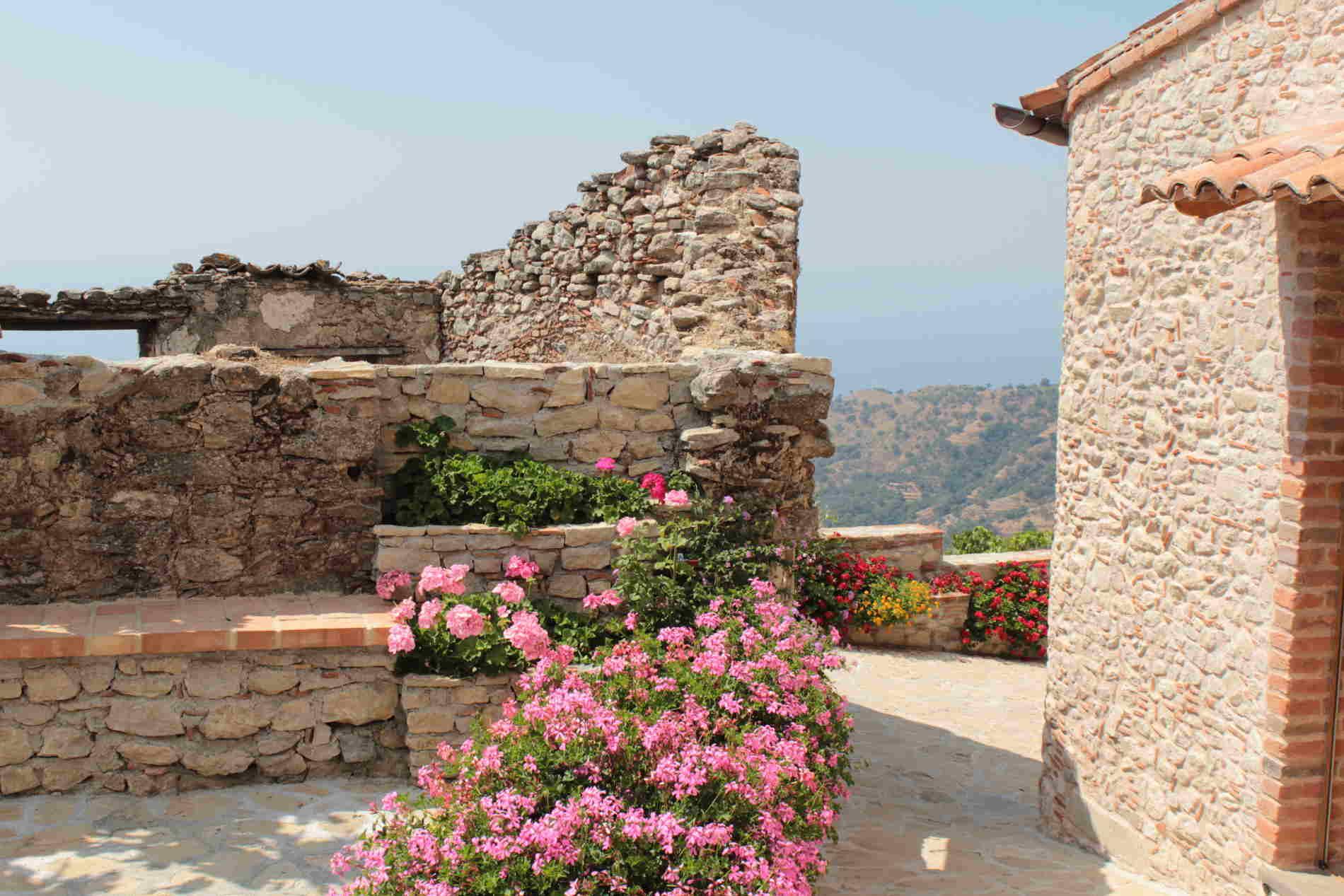 Vicoli di Bova borgo fra i più belli d'Italia