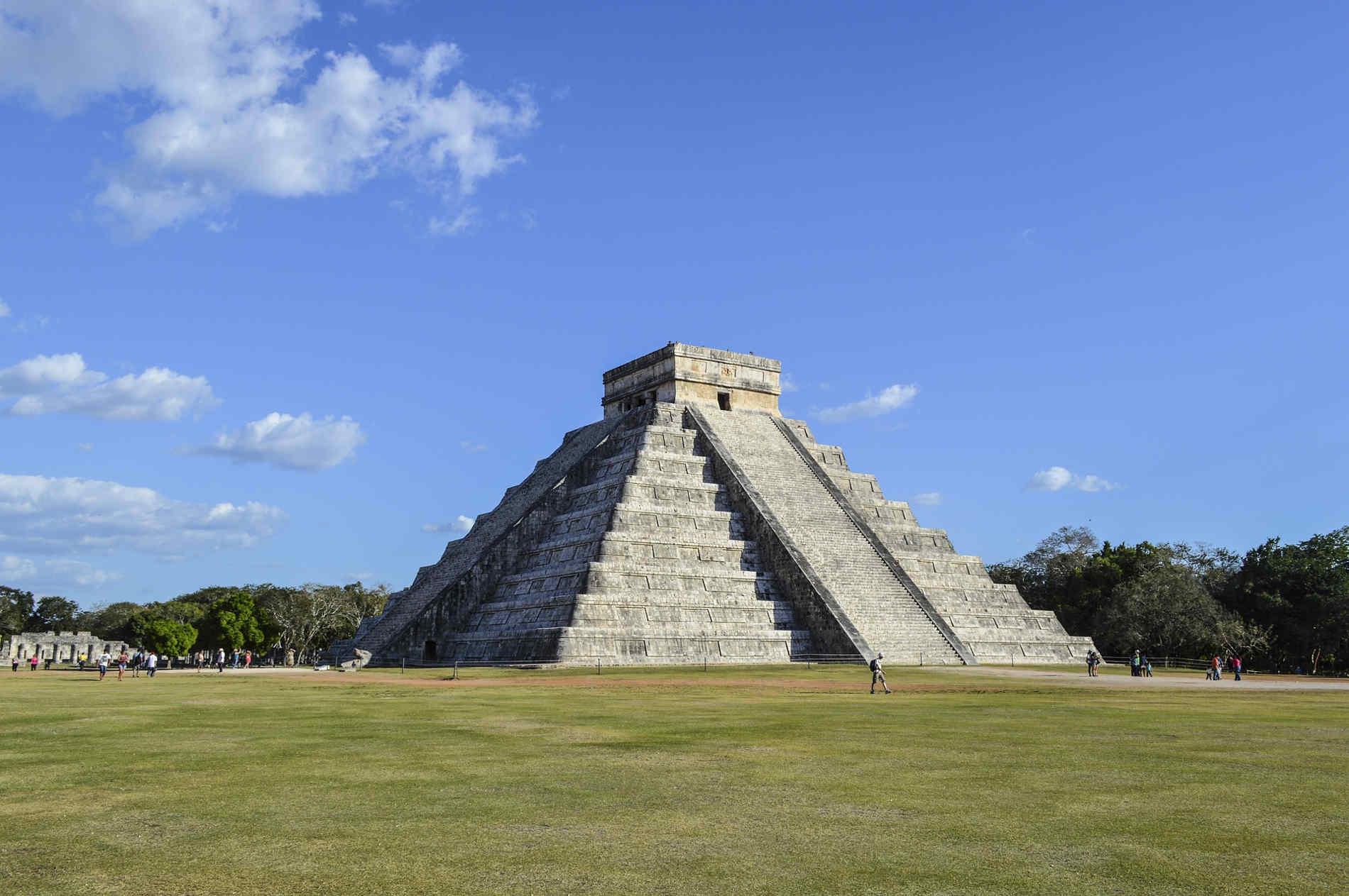 La spettacolare Piramide di Kukulkan a Chichen Itza, in messico