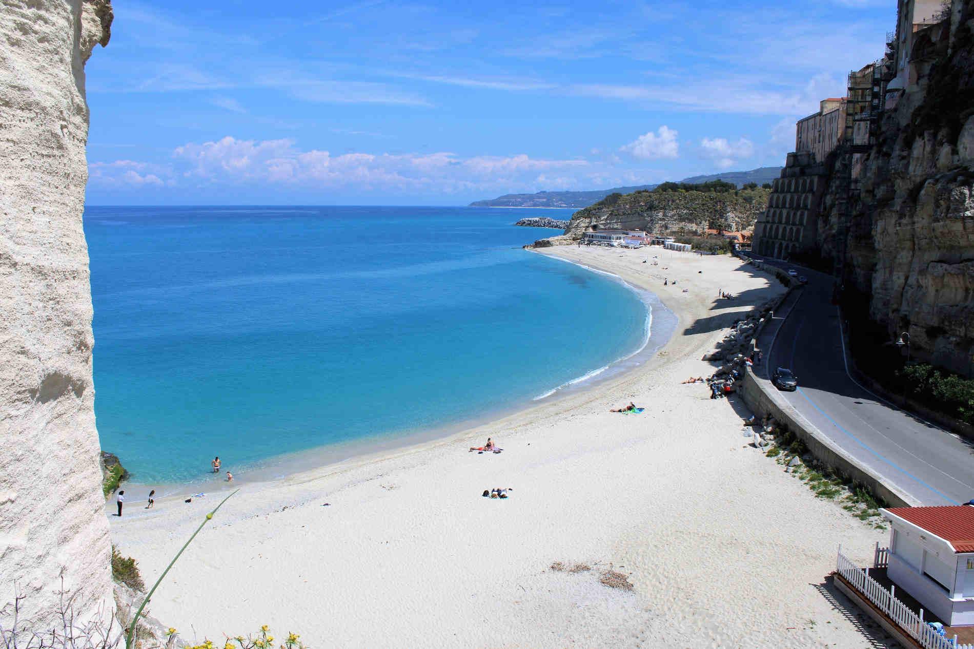 le spiagge più belle sulla Costa degli Dei il Borgo di Tropea