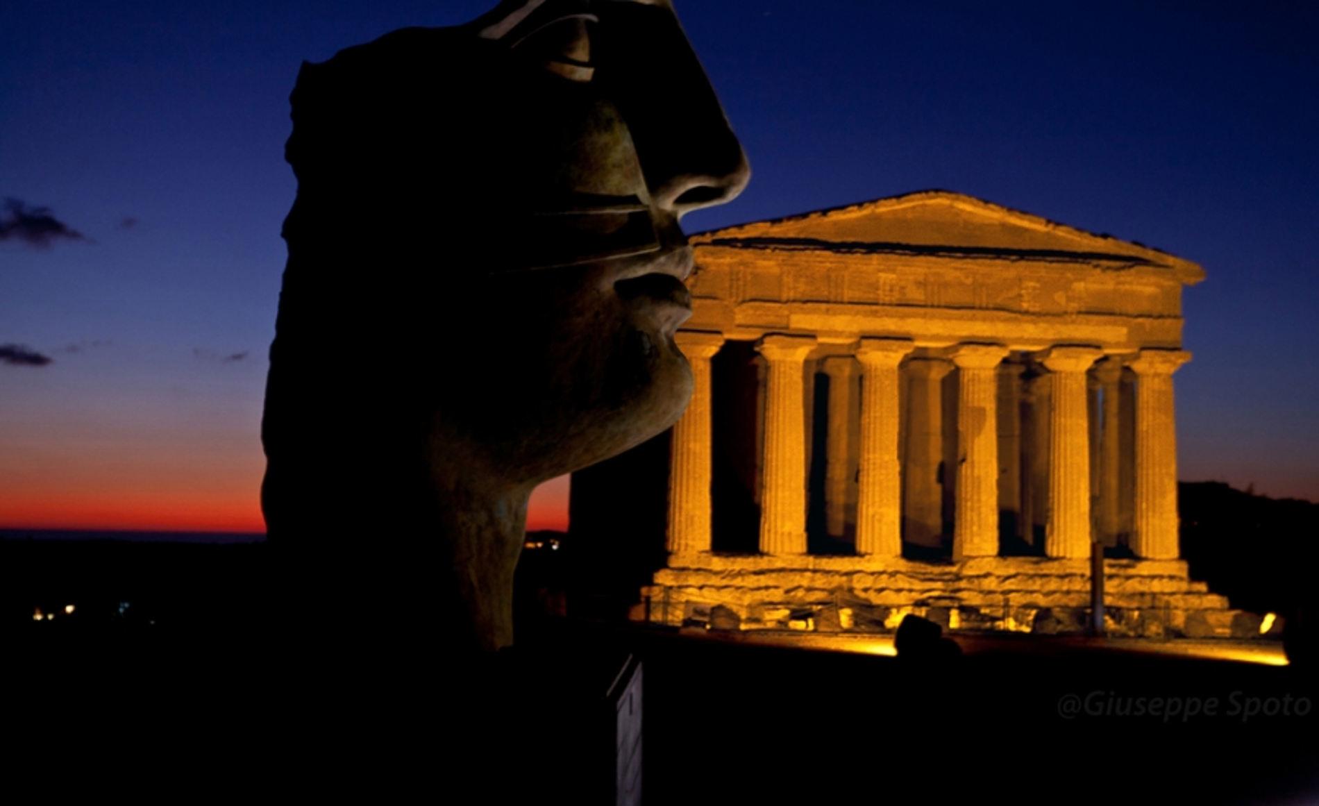 Valle dei Templi di notte Agrigento