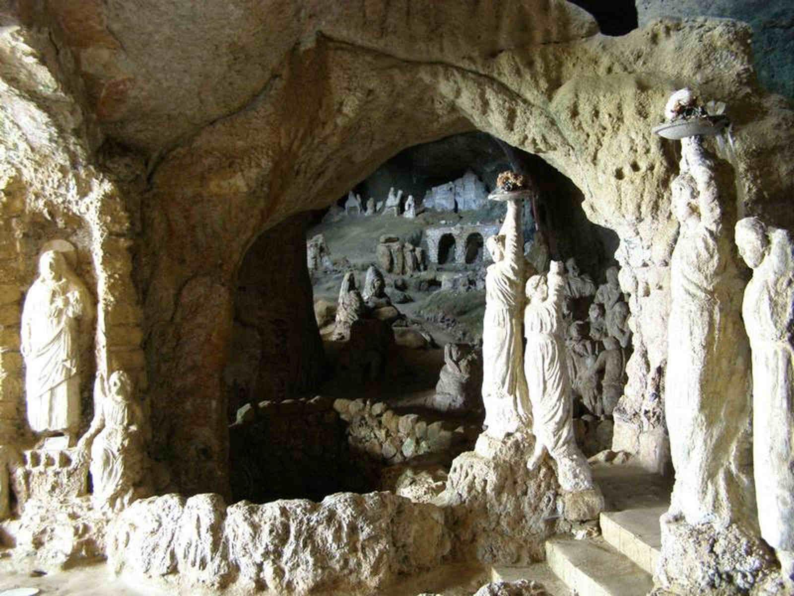 La chiesetta di piedigrotta a Pizzo sulla costa degli Dei le spiagge più belle