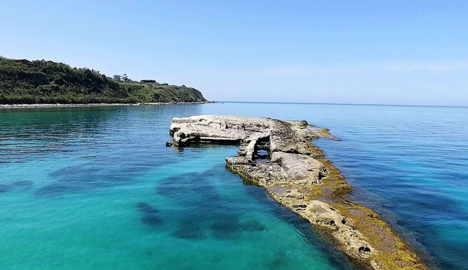 Lo Scoglio della Galea (o Galera), a Briaticosulla Costa degli Dei e le sue spiagge più belle