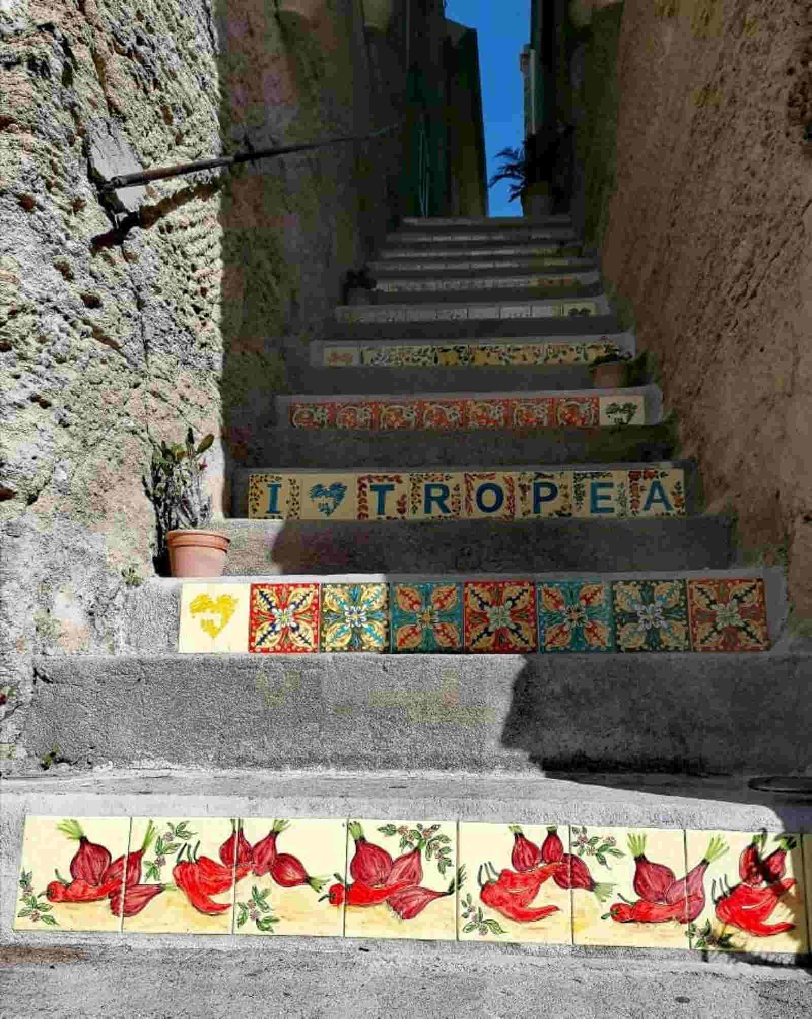Costa degli Dei le spiagge più belle e i Borghi scale a Tropea
