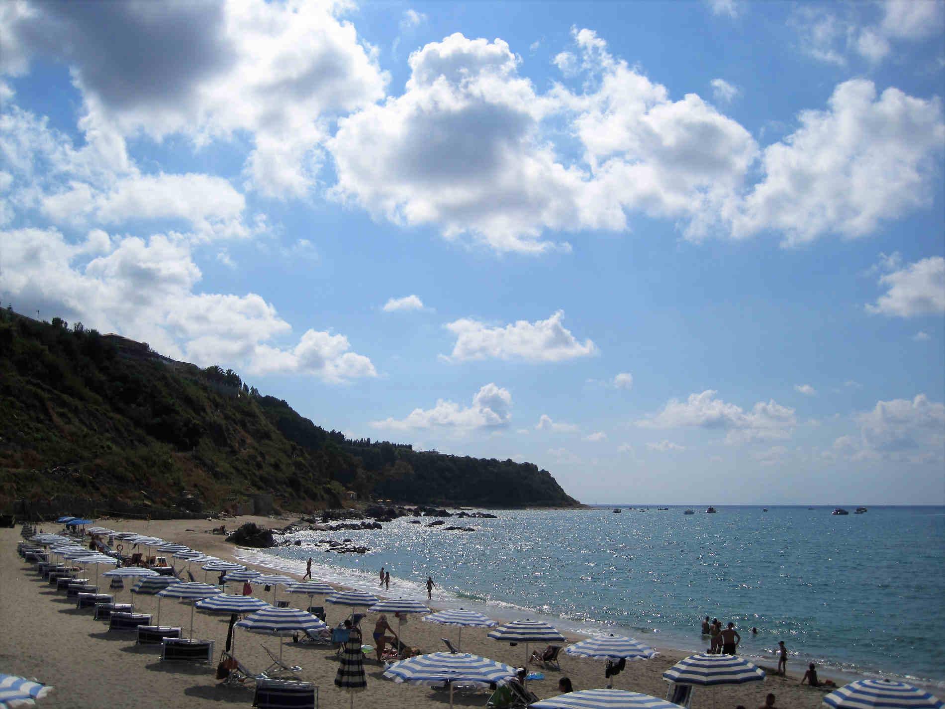 Una splendida spiaggia atrrezzata fra Zambrone e Parghelia