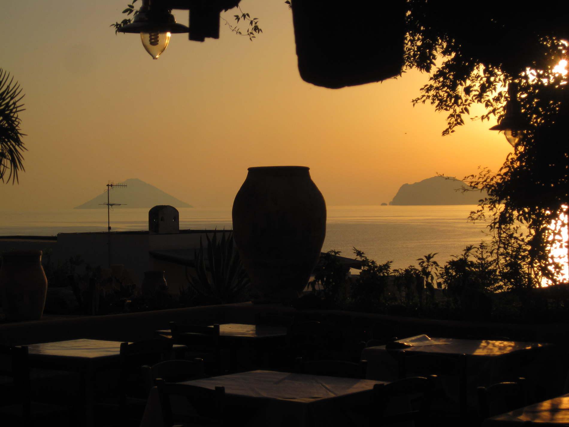 Cosa vedere e fare alle Isole Eolie - Relax e panorami a Salina