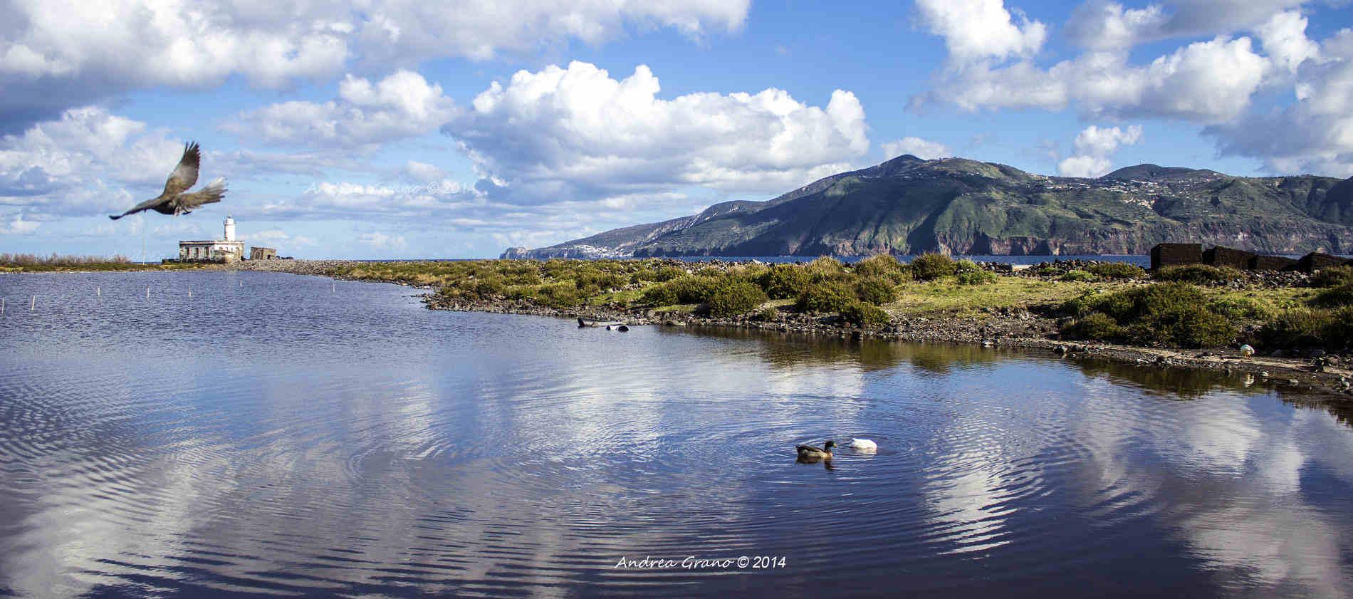 Laghetto e Faro a Lingua di Salina Isole Eolie cose da vedere