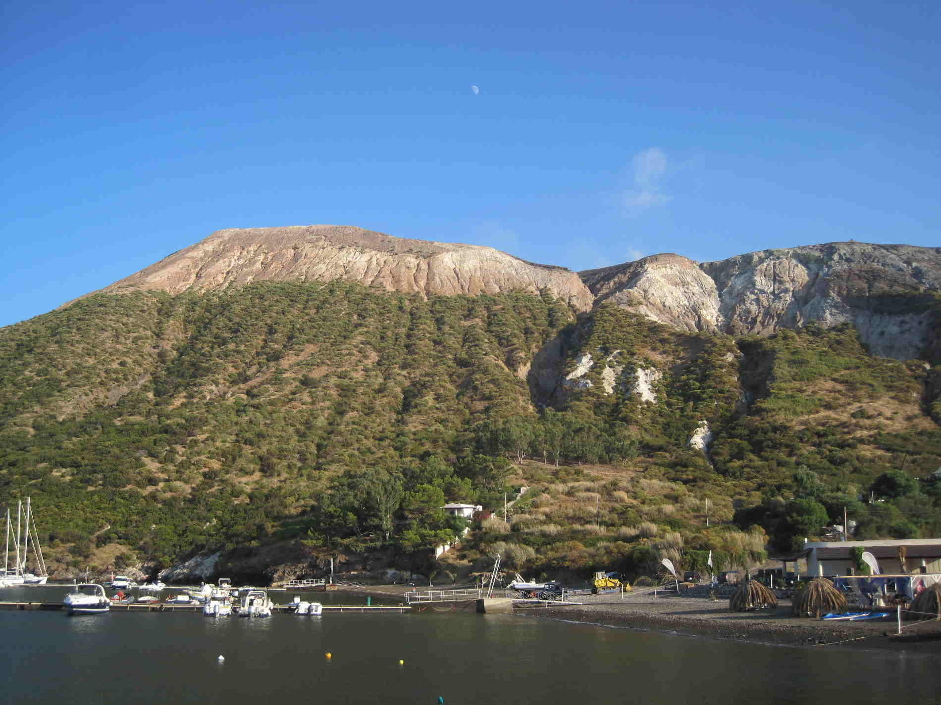 Porto di Vulcano nelle Isole Eolie