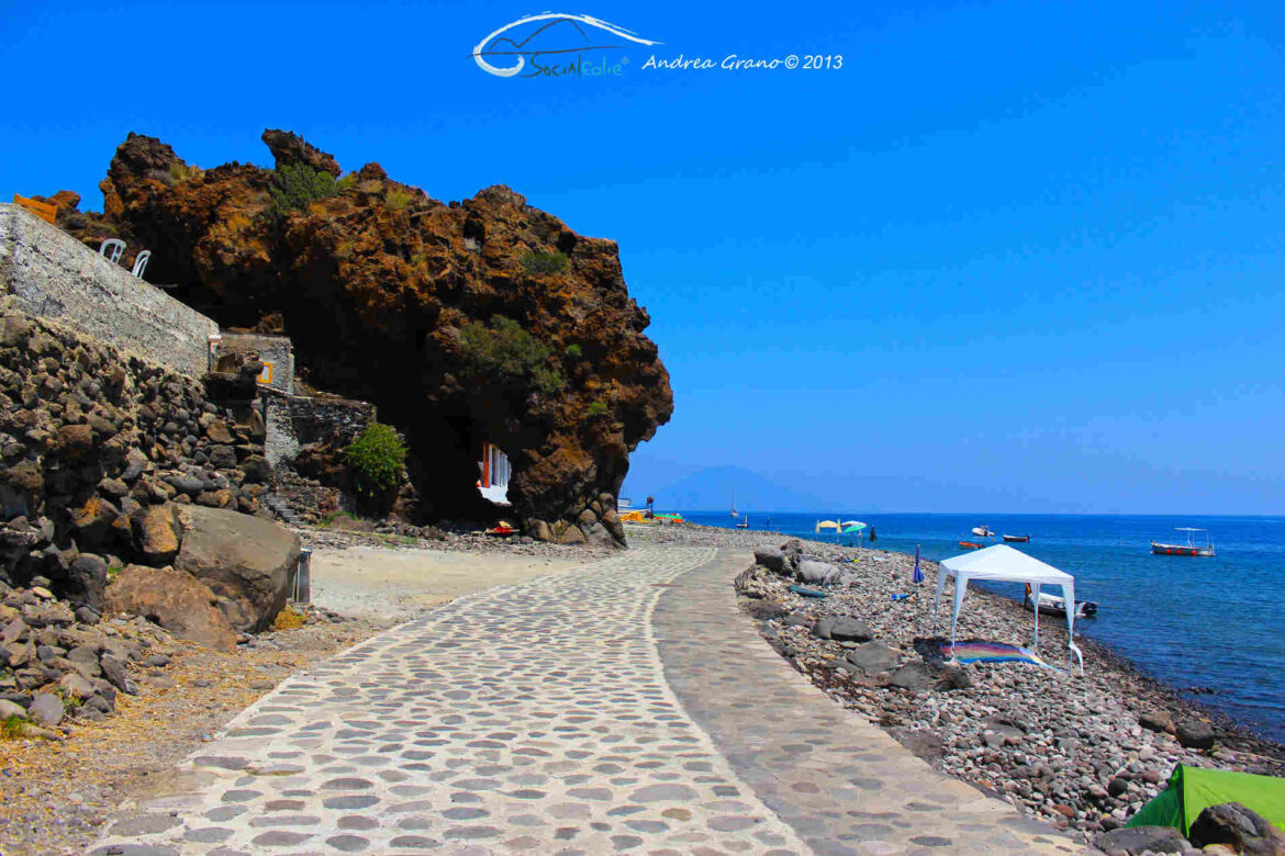 Vacanze alle Isole Eolie - Alicudi