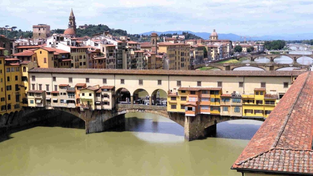Firenze centro storico Patrimonio unesco italiano l'Arno visto dagli Uffizi