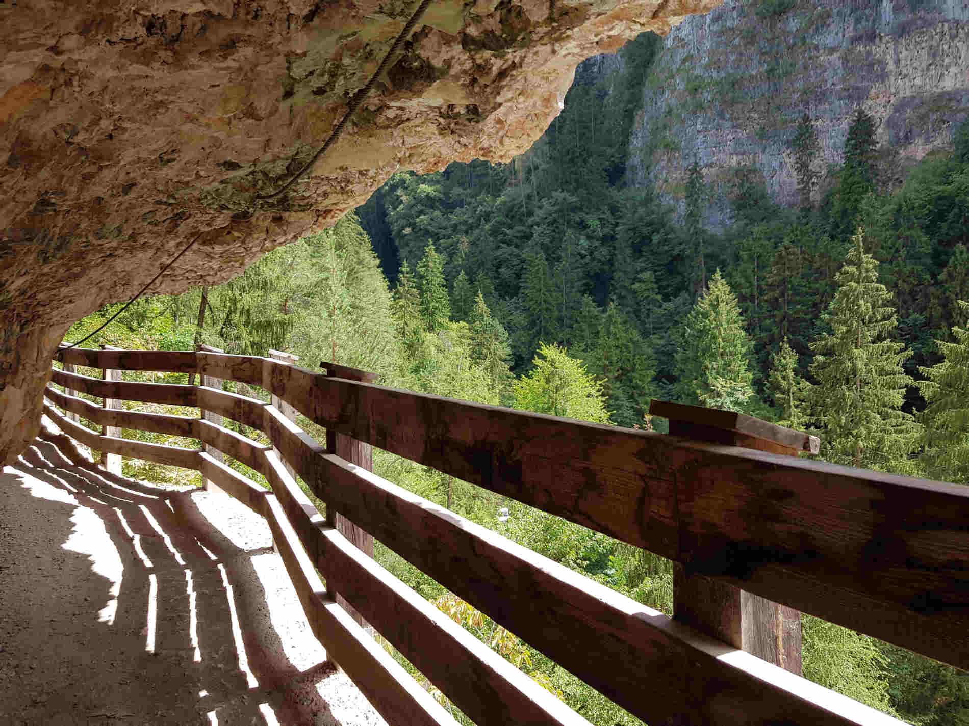 Il sentiero scavato nella Roccia verso il Santuario di San Romedio, in Trentino Val di Non