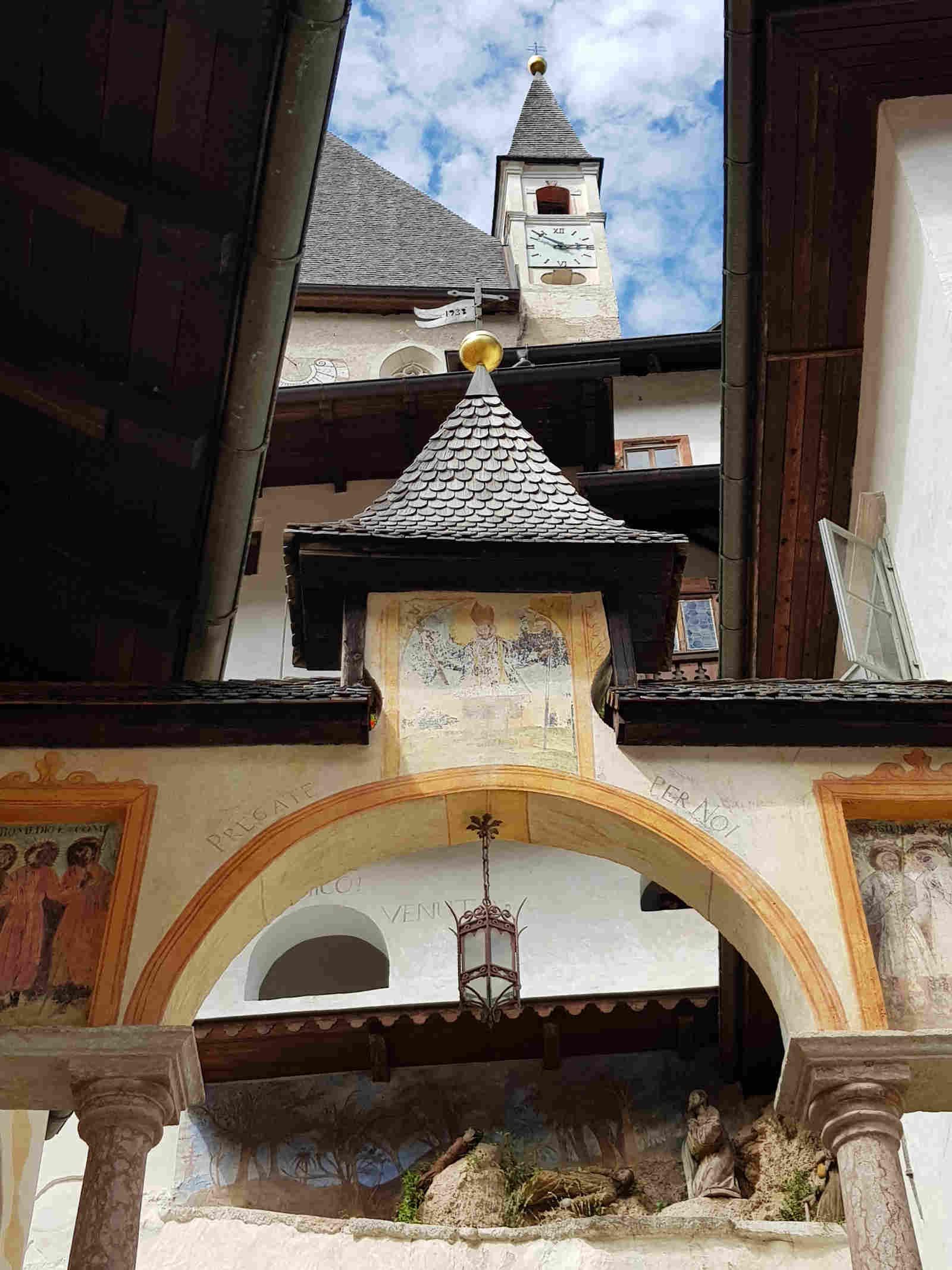 Particolari del Santuario di San Romedio Trentino