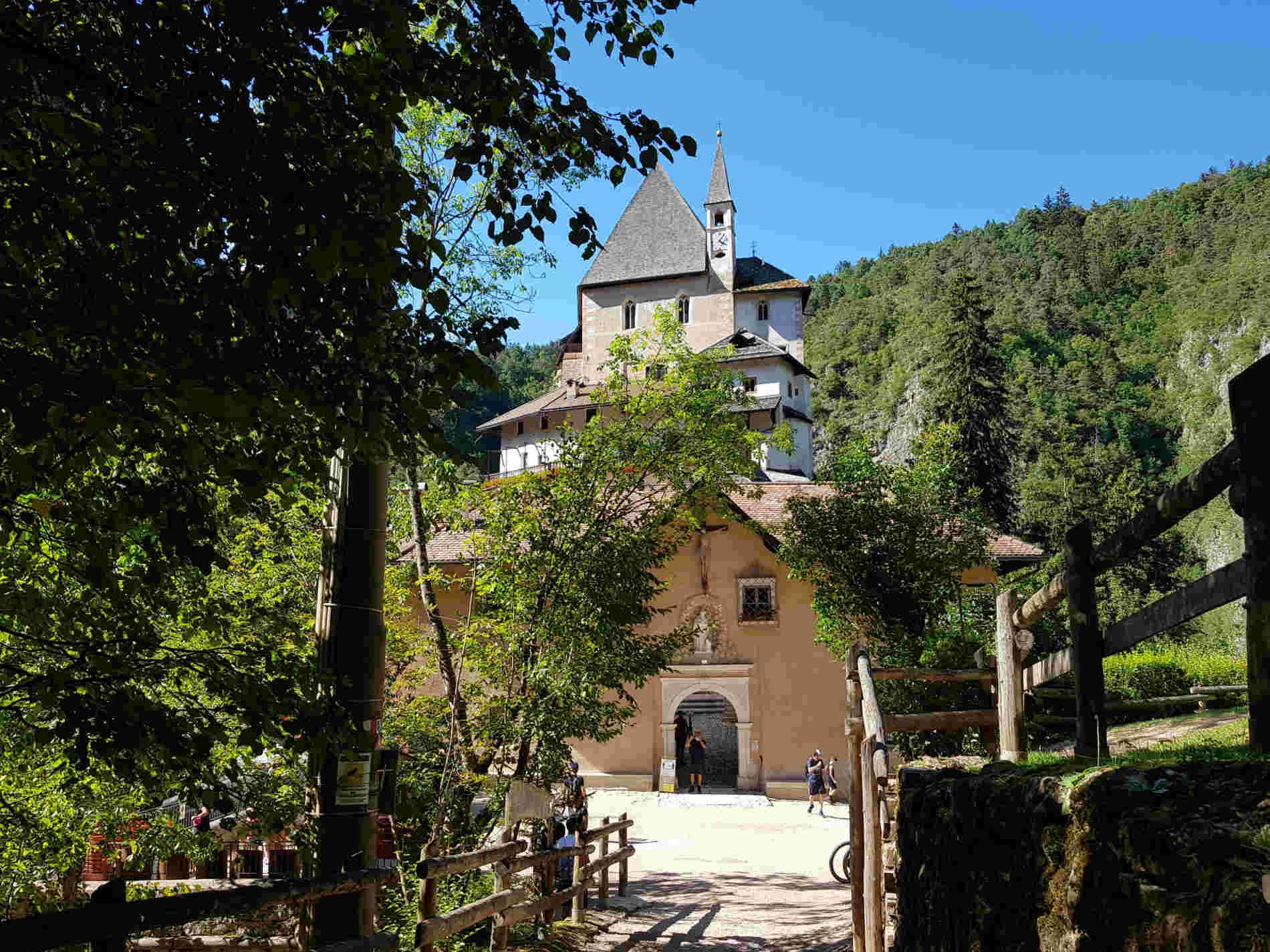 ingresso al Santuario di San Romedio in Trentino