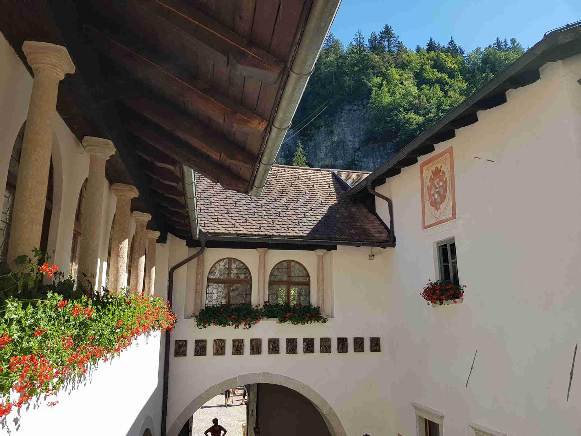 il loggiato del Santuario di San Romedio in Val di non Panorama