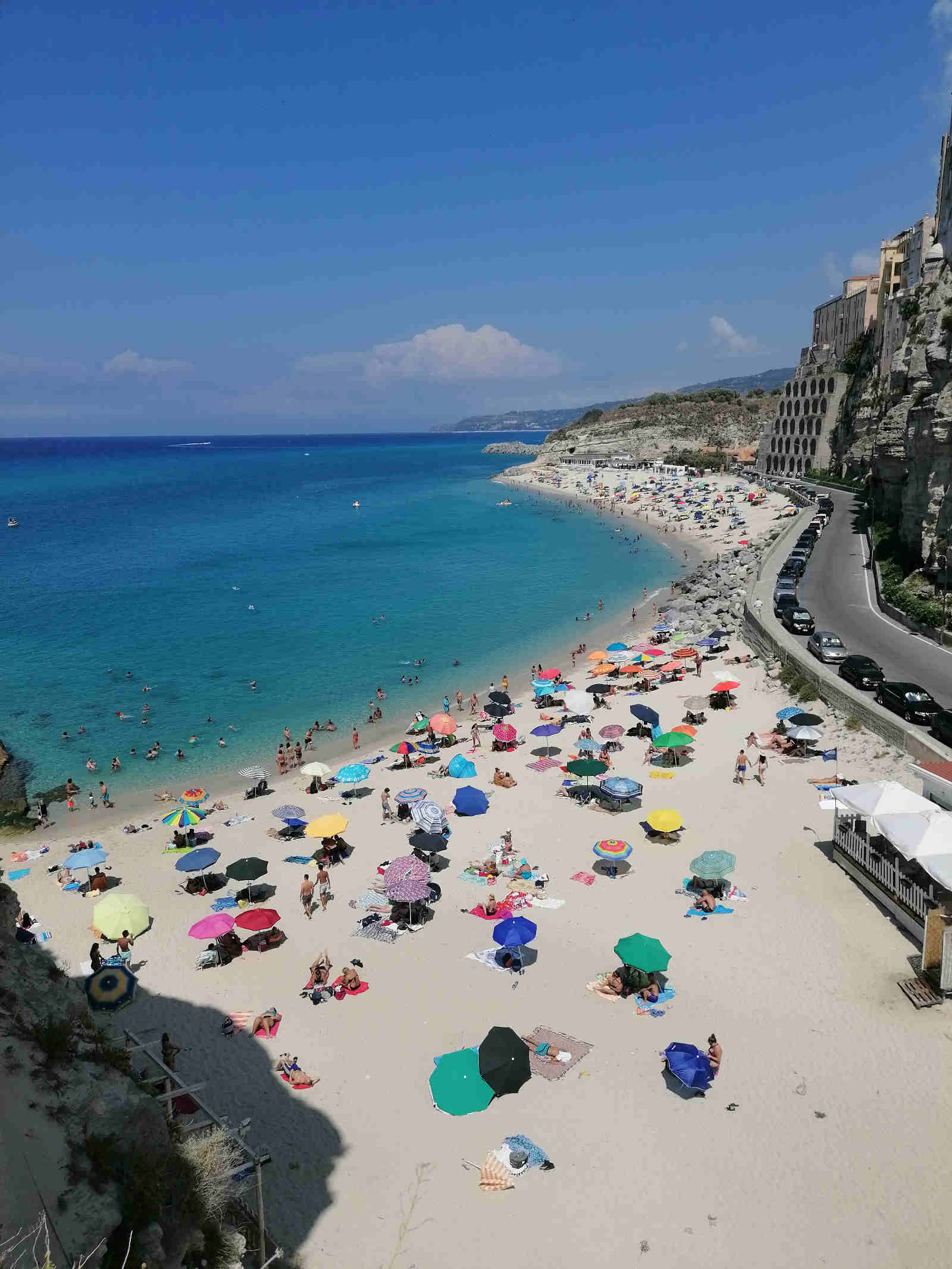 Paorama di Tropea visto dalla Chiesa di Santa Maria dell'isola sulla Costa degli Dei in Calabria inserita in Pronto estate, la guida alle vacanze sulla Costa degli Dei e oltre!