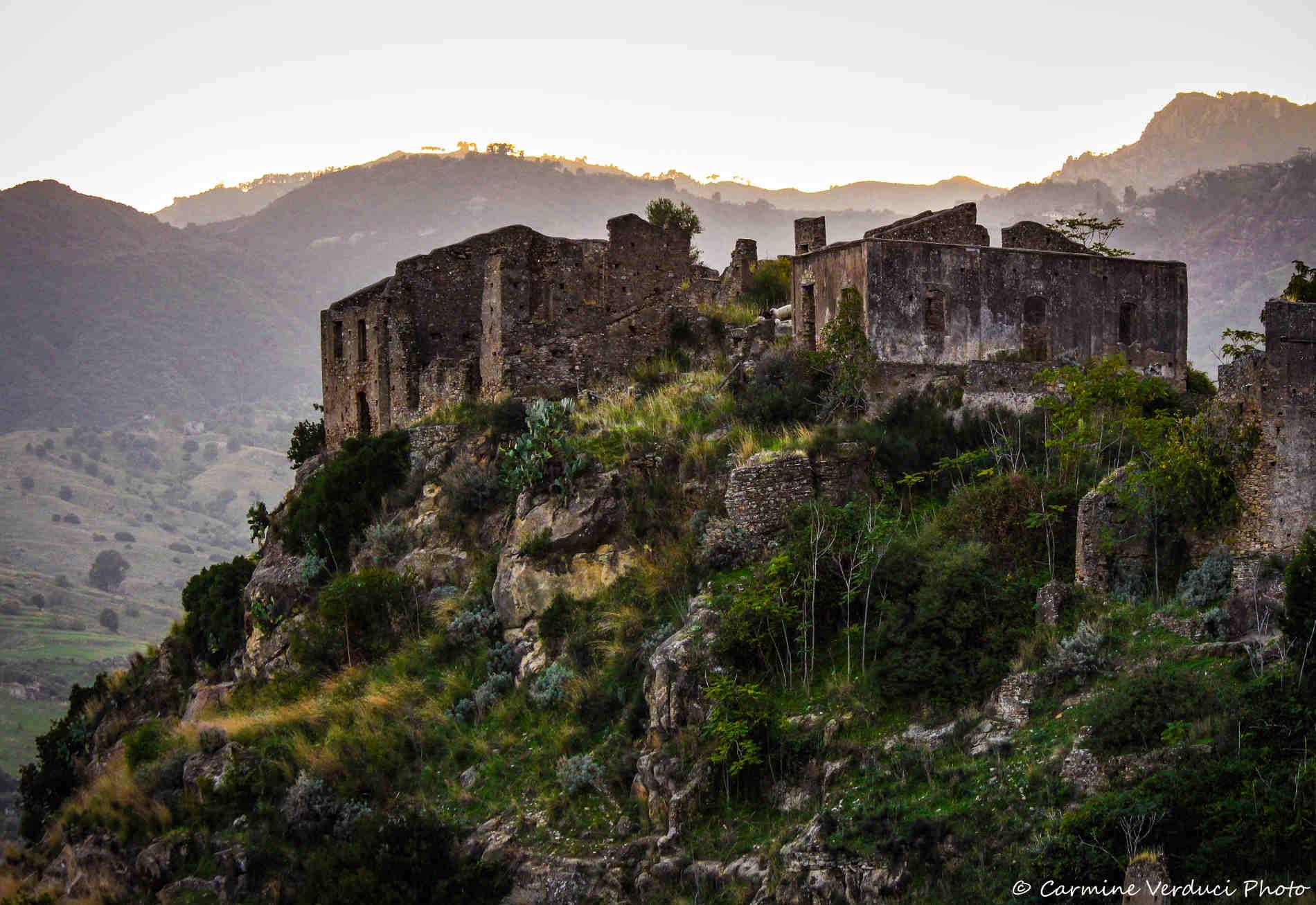 cosa vedere nei dintorni di Staiti Rocca Armenia a Bruzzano