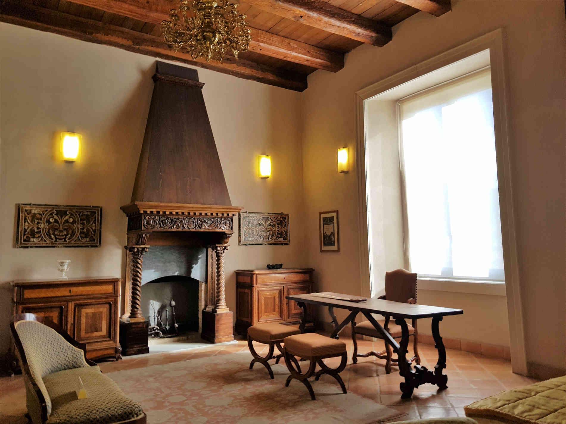 Cosa vedere nel Castello di Corigliano Calabro - Particolari della Camera da letto del Barone
