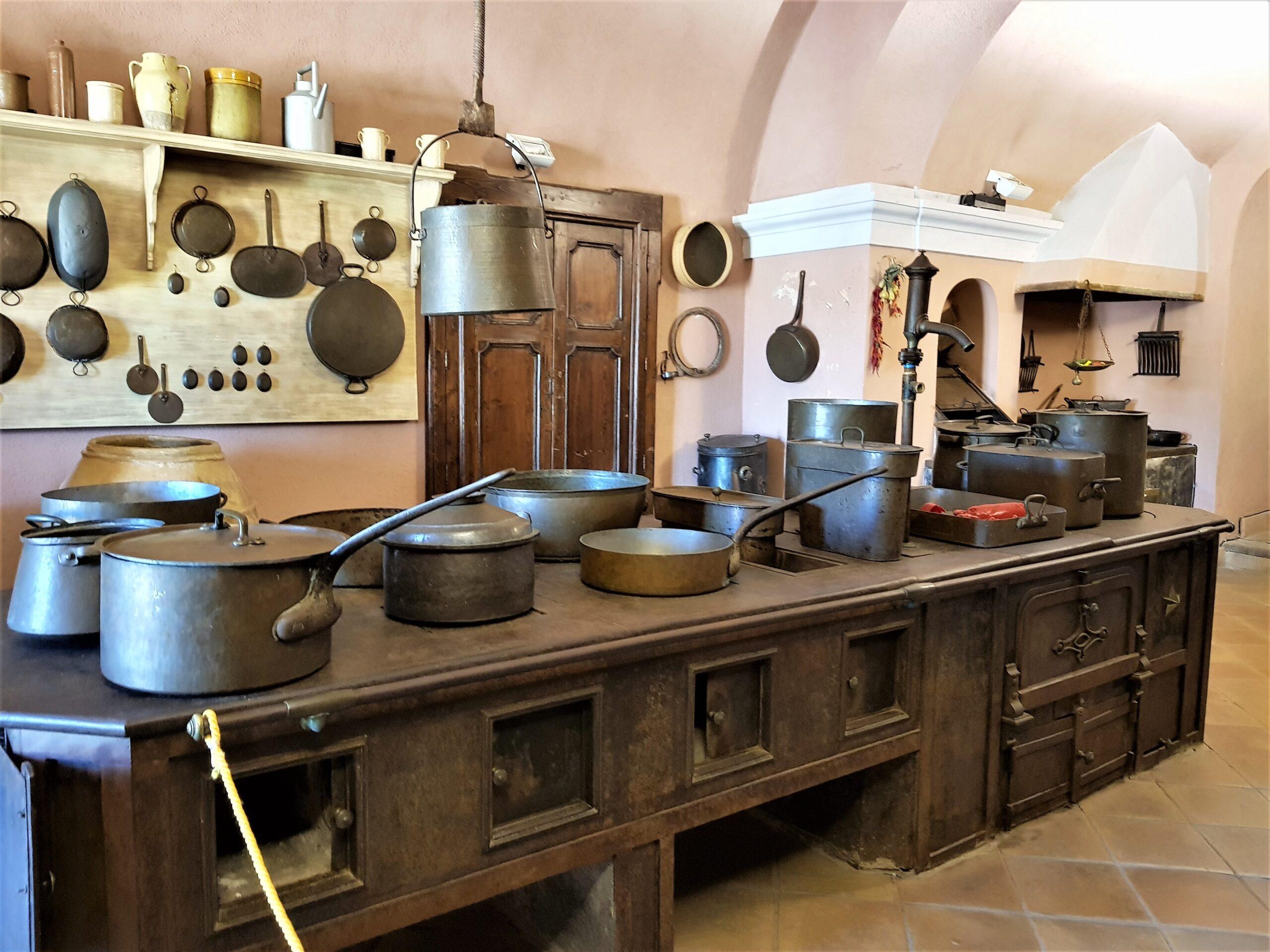 La cucina ottocentesca in ghisa nel Castello