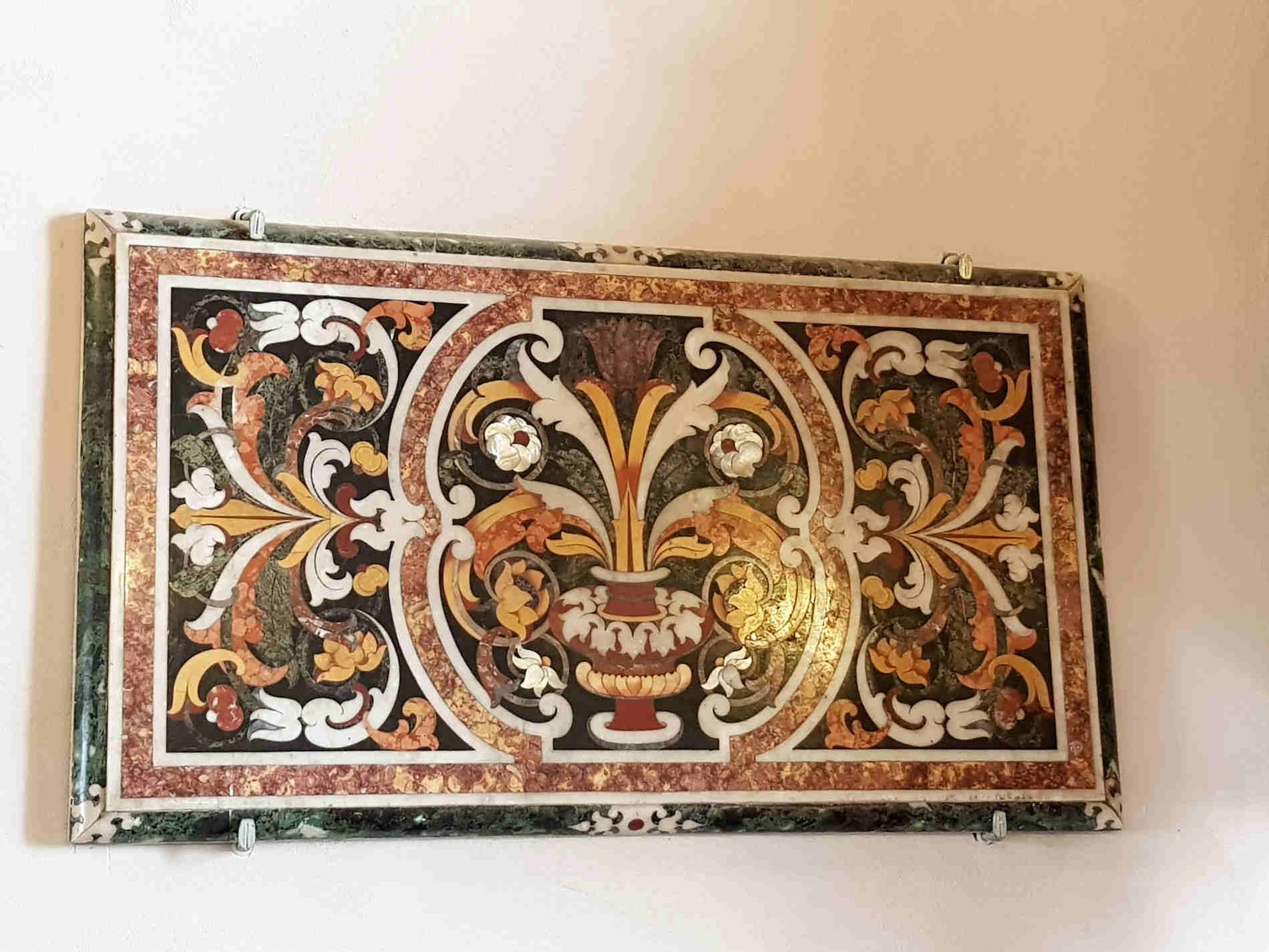Cosa vedere nel Castello di Corigliano Calabro - Uno dei due preziosi mosaici in marmo policromo e madreperla