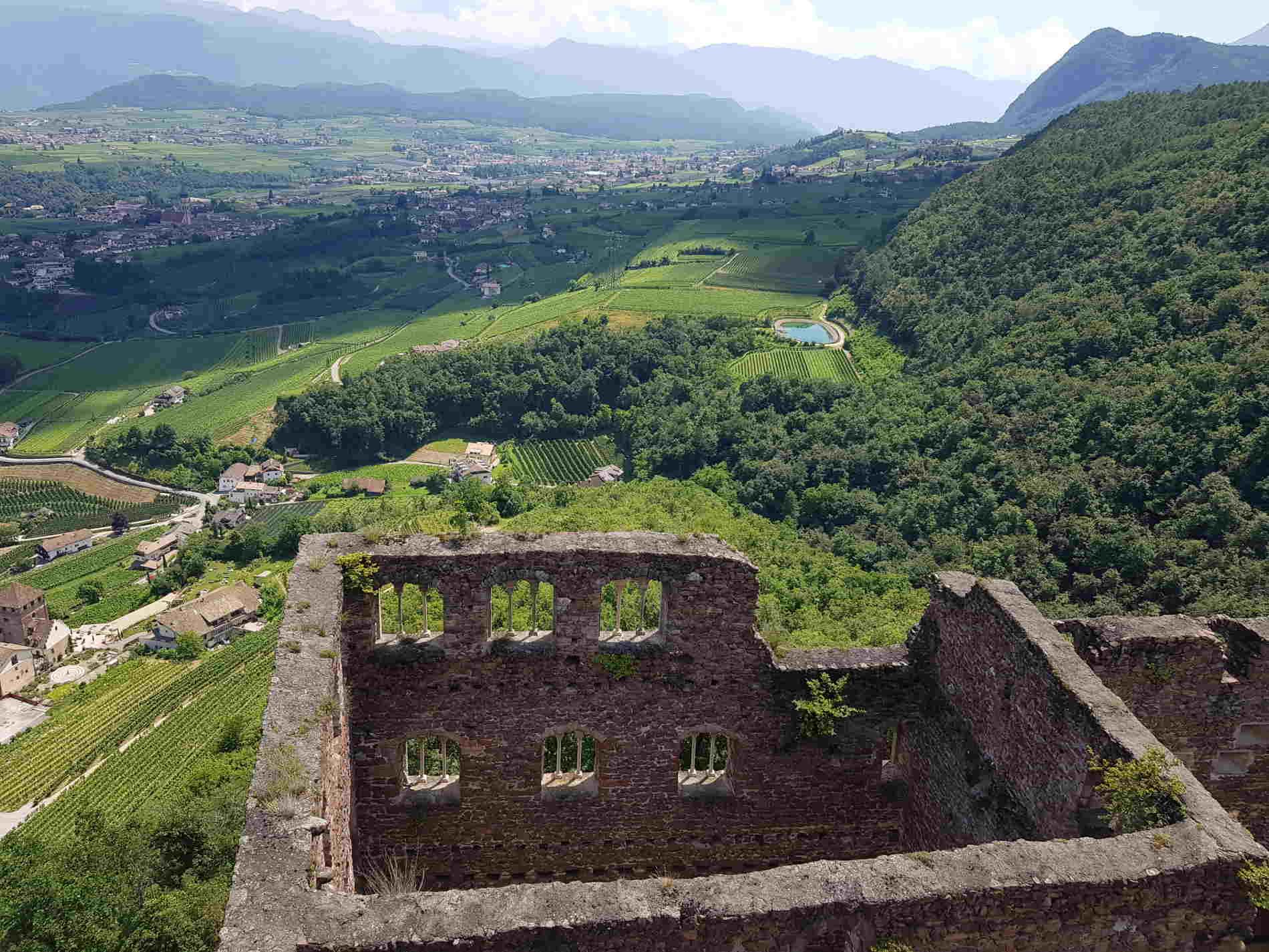 Passeggiata ai 3 castelli di Appiano Vista dalla torre di Castel Boymont