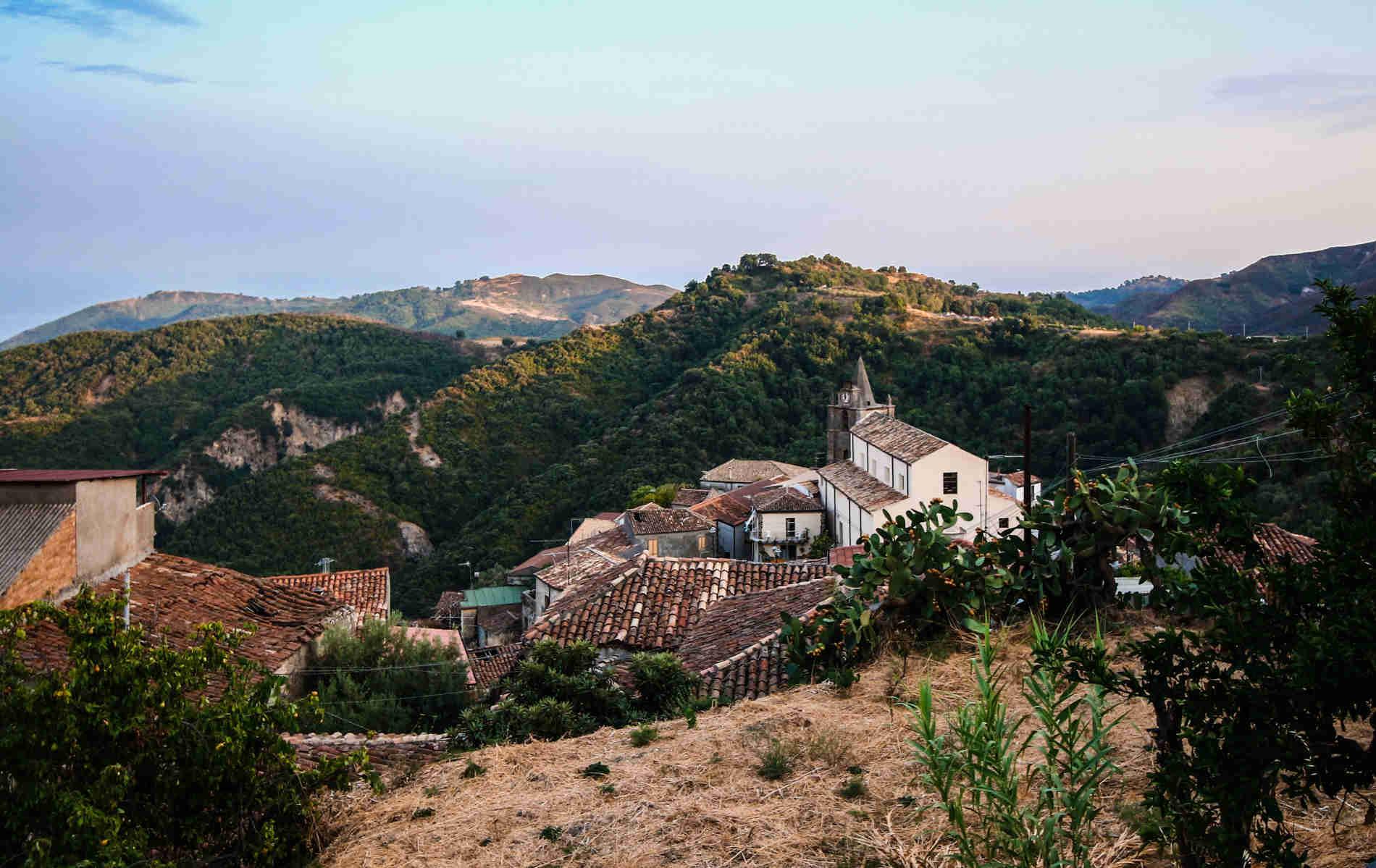 scorci del borgo bizantino di Staiti