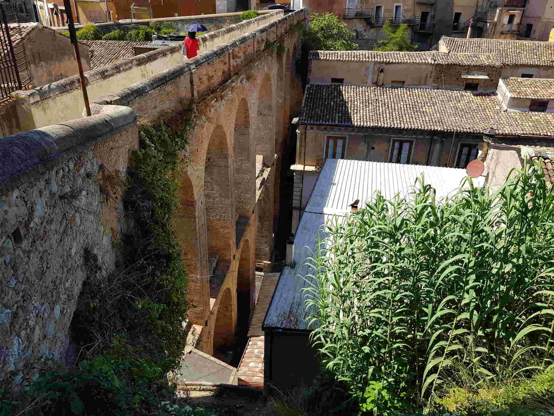 Le arcate del Ponte Canale a Corigliano Calabro