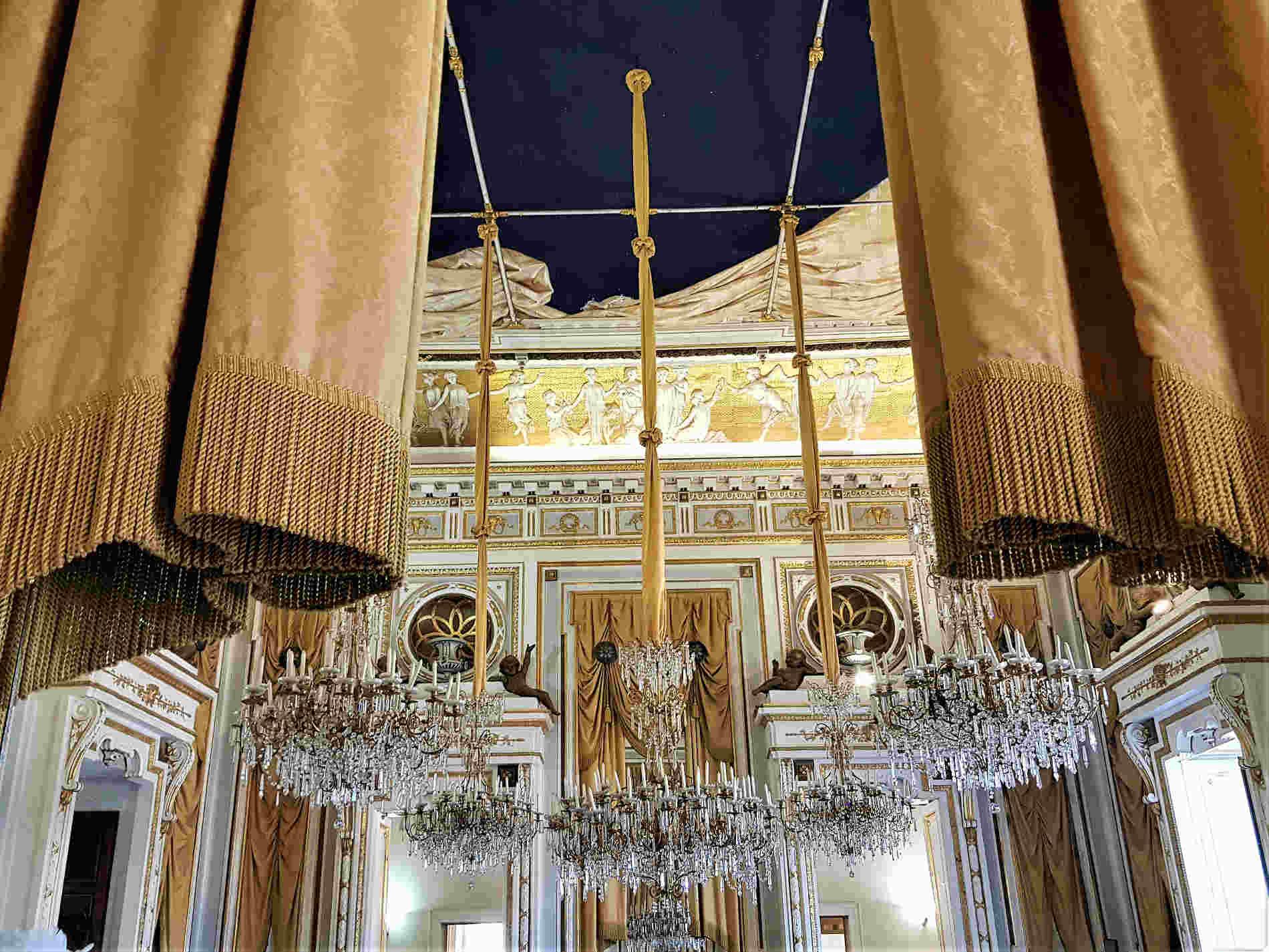 Visitare il Castello Ducale di Corigliano Calabro - Salone degli Specchi