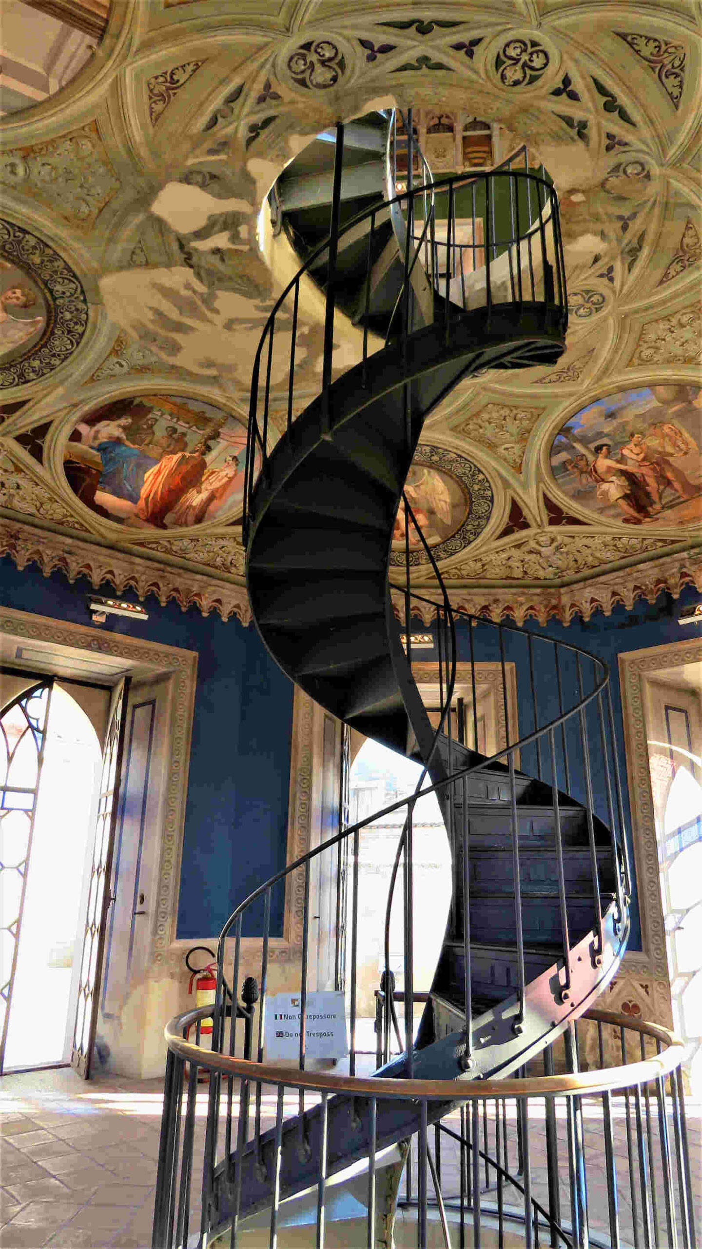 Scala elicoidale della Torre Mastio del Castello ducale di Corigliano Calabro