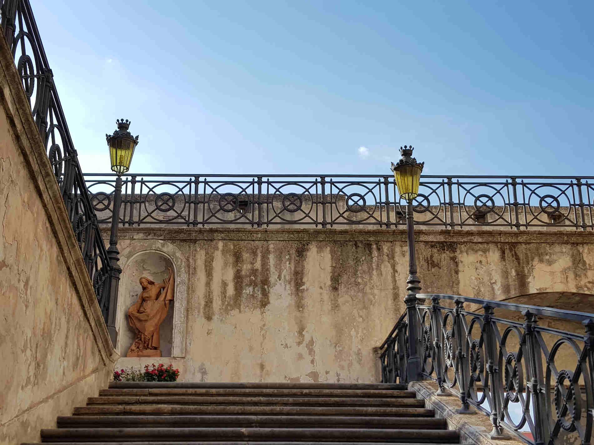 Scalinata verso Piazza delle Armi del Castello Ducale