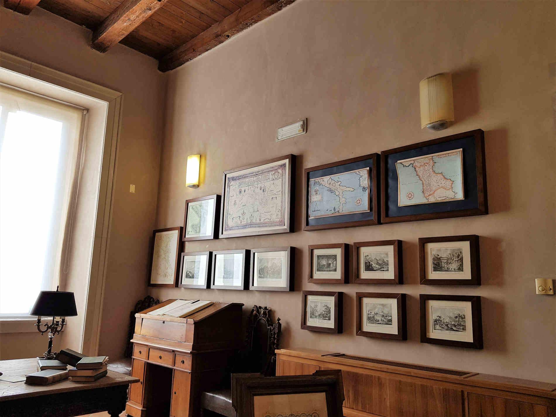 Visitare il Castello Ducale di Corigliano Calabro - studio biblioteca del barone