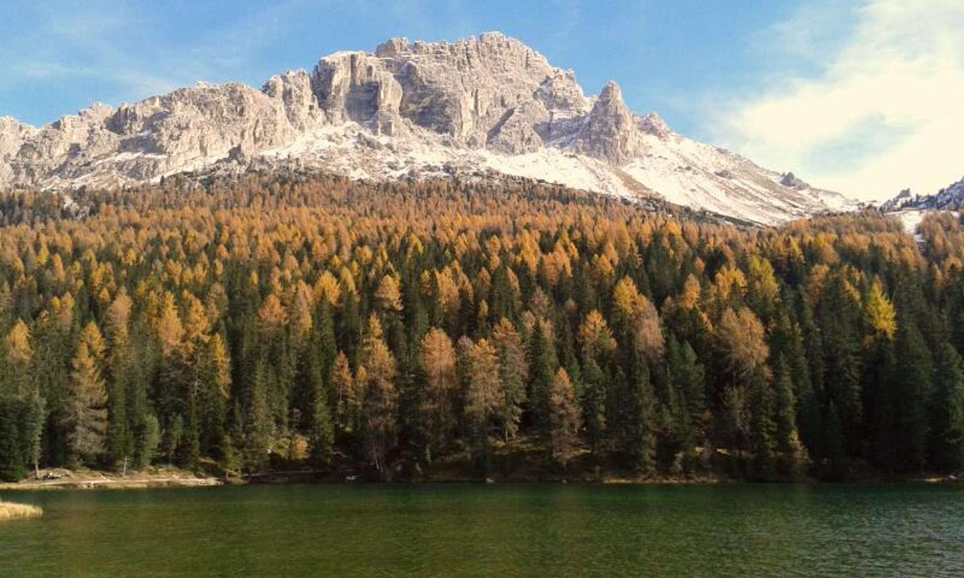 Lago di Misurina nelle Dolomiti uni dei Patrimoni dell'umanità in Italia