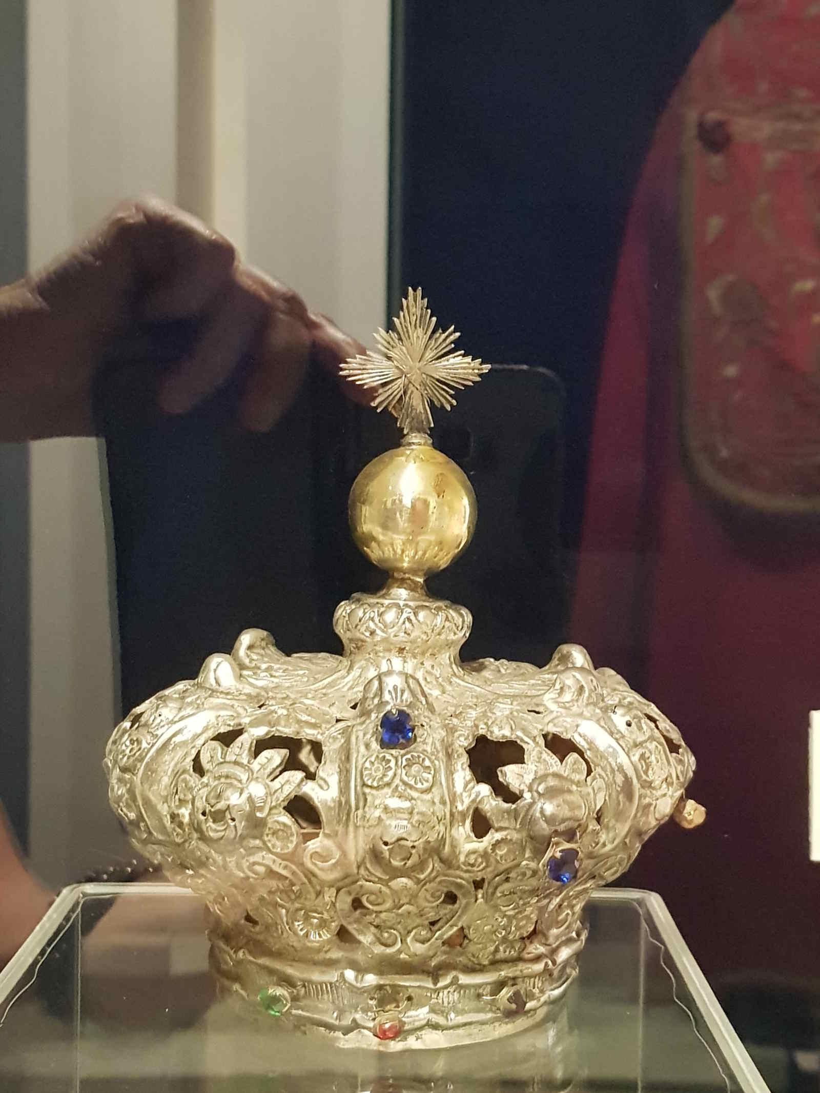 Una delle splendide corone dell'Achiropita al Museo Diocesano e del Codex a Rossano Cosenza Calabria Italia