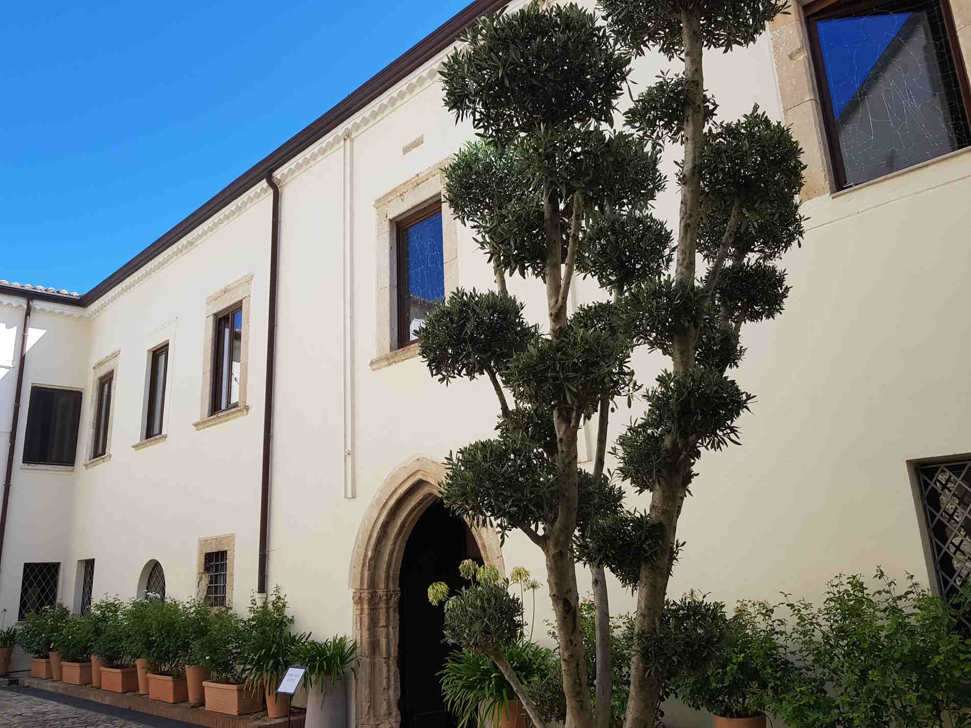 Cortile del Museo Diocesano e Del Codex a Rossano ingresso alle Memory of the world