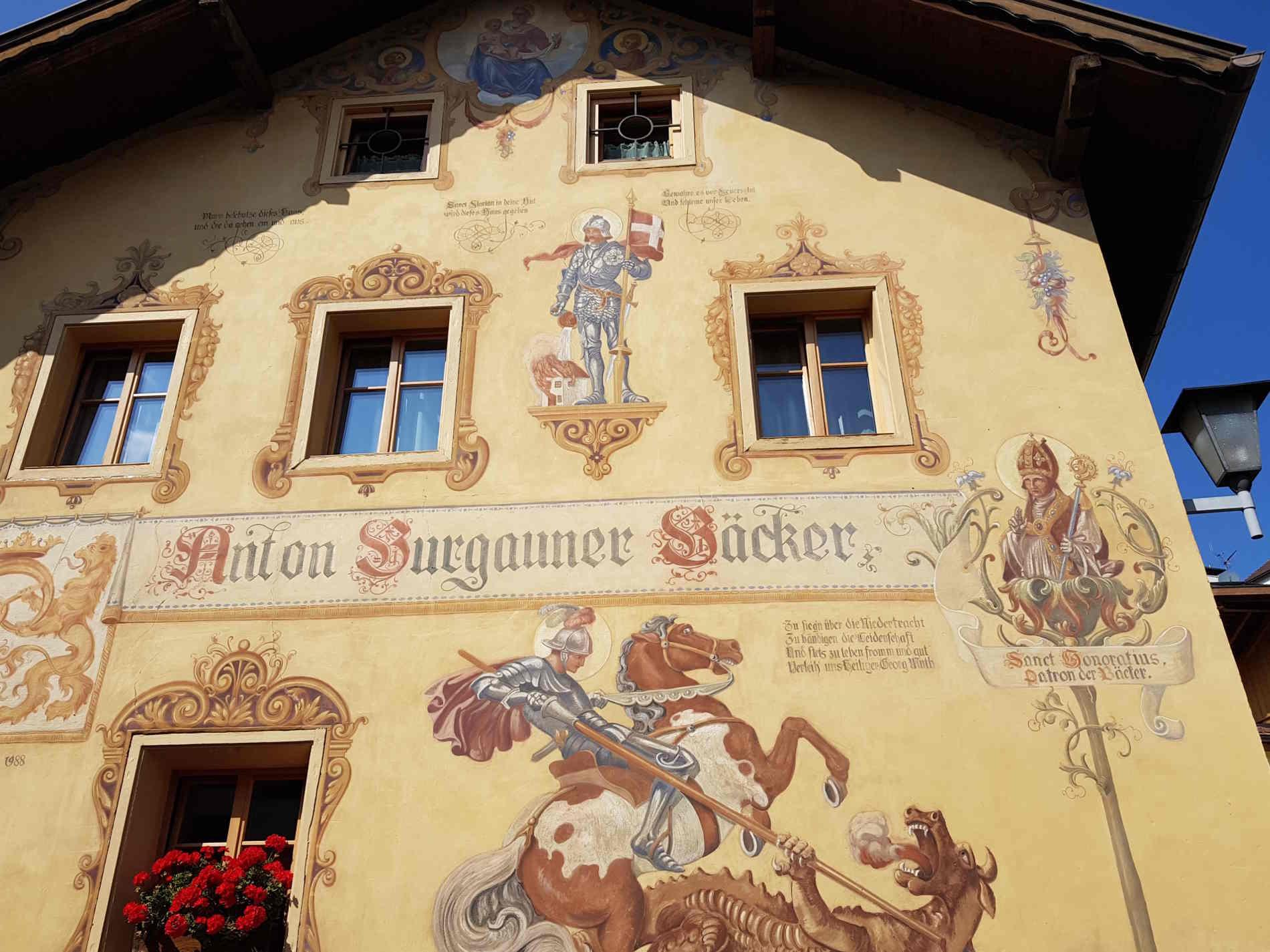 Faccate antiche decorate a castelrotto uno dei Borghi più belli d'Italia a Castelrotto