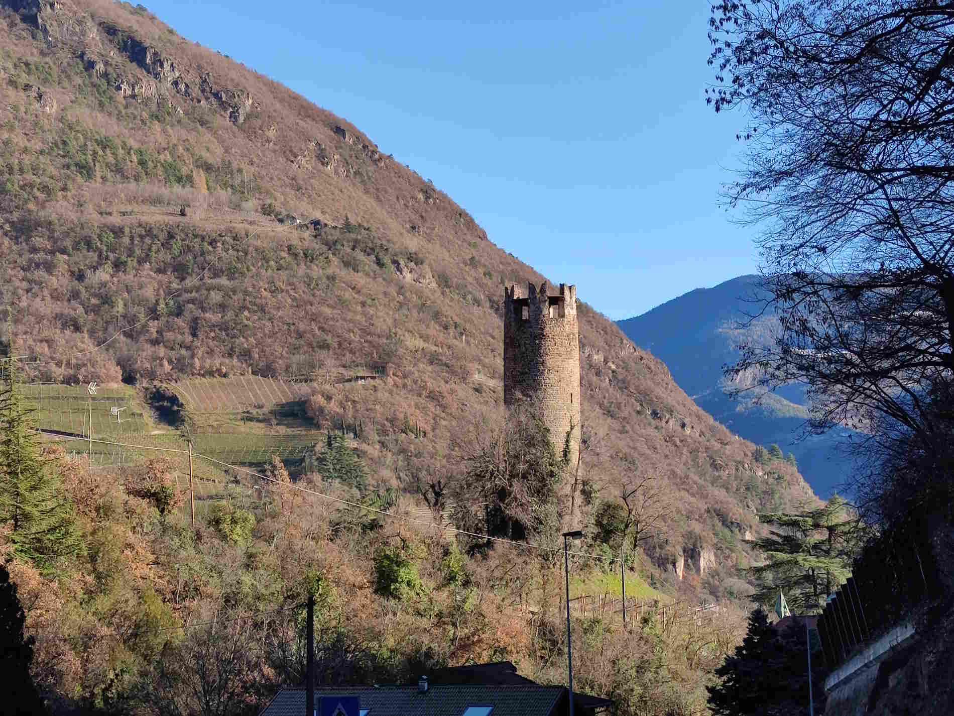 Torre del Druso lungo la passeggiata del Guncina da Gries al Talvera