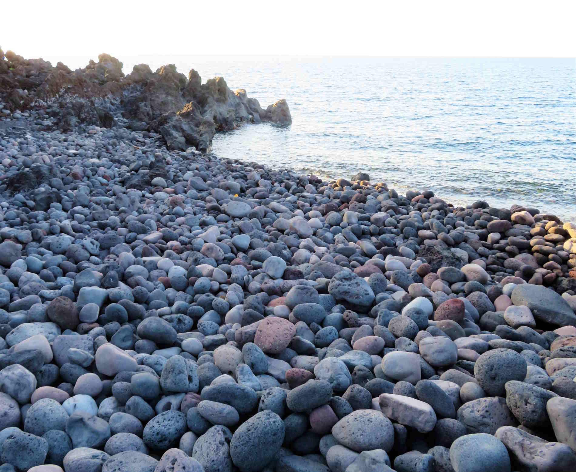 Spiaggia di ciotoli a Stromboli Isole Eolie
