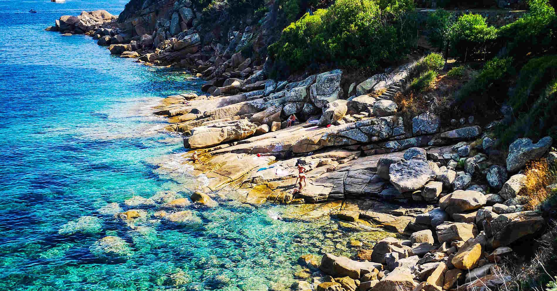 Spiaggia di Scogli all'Isola del Giglio arcipelago toscano Italia