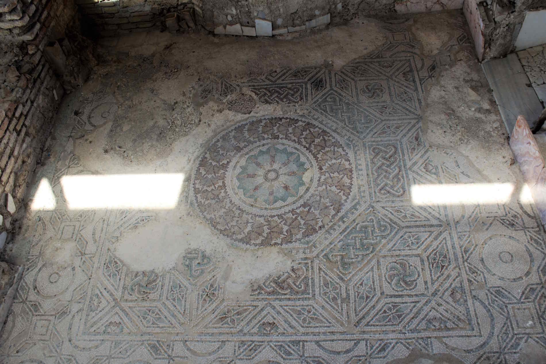 mosaici romanici nella Villa Romana di Casignana contrada Palazzi, in provincia di Reggio Calabria