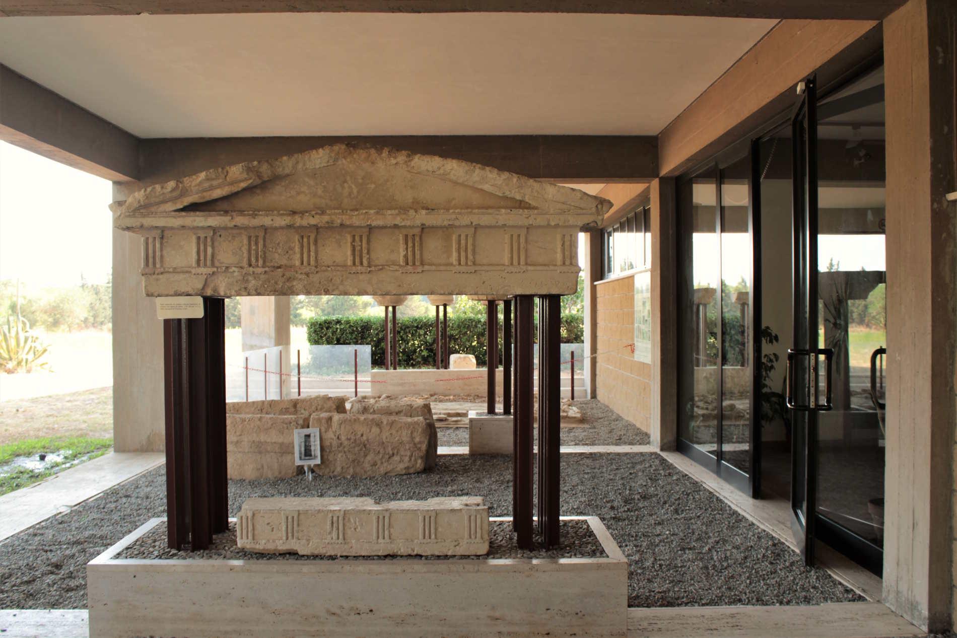 Ingresso Museo Parco Archeologico di Locri Epizefiri in provincia di Reggio Calabria