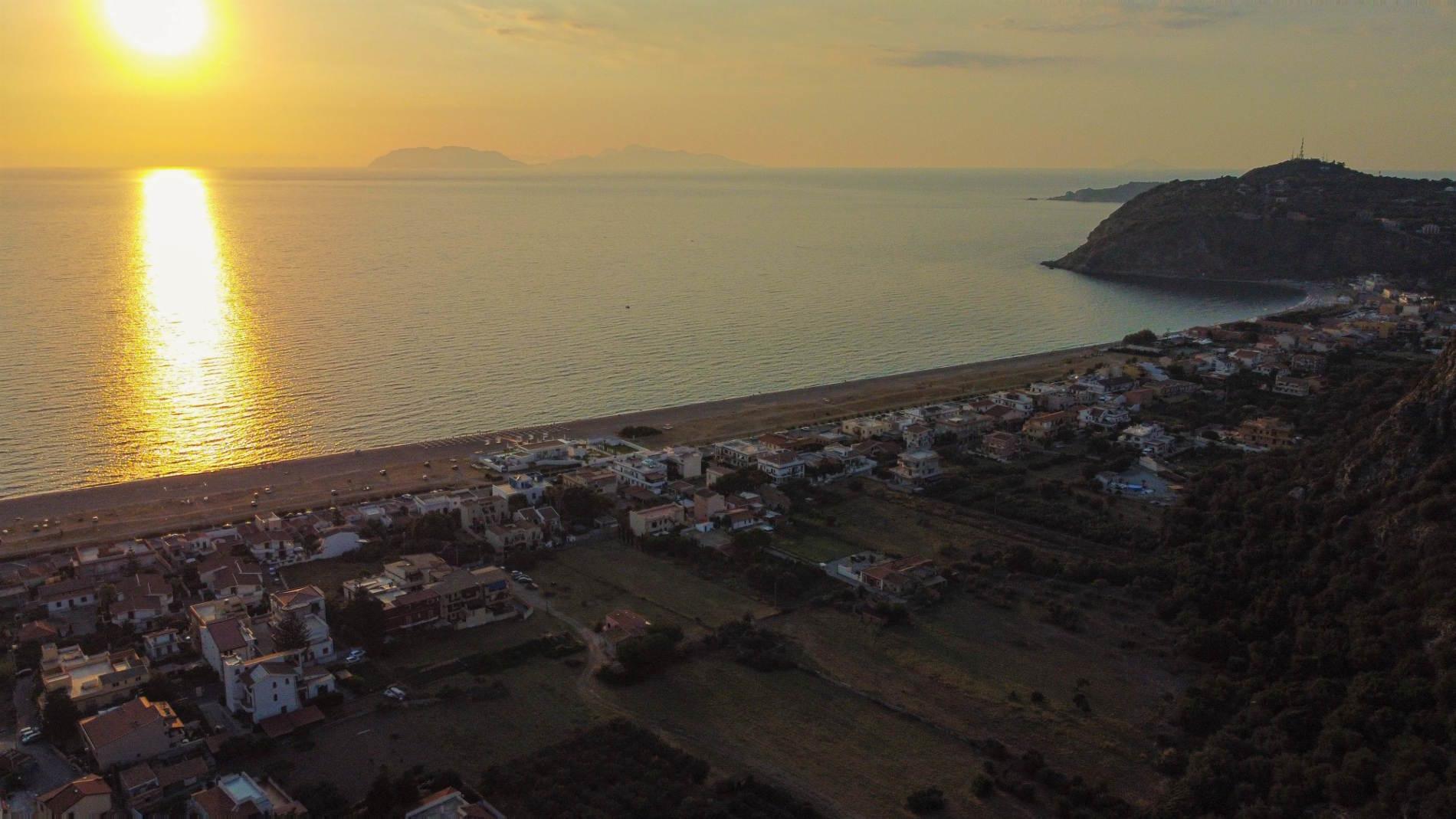 le Spiagge più belle d'Italia in Sicilia la spiaggia del Tono a Milazzo