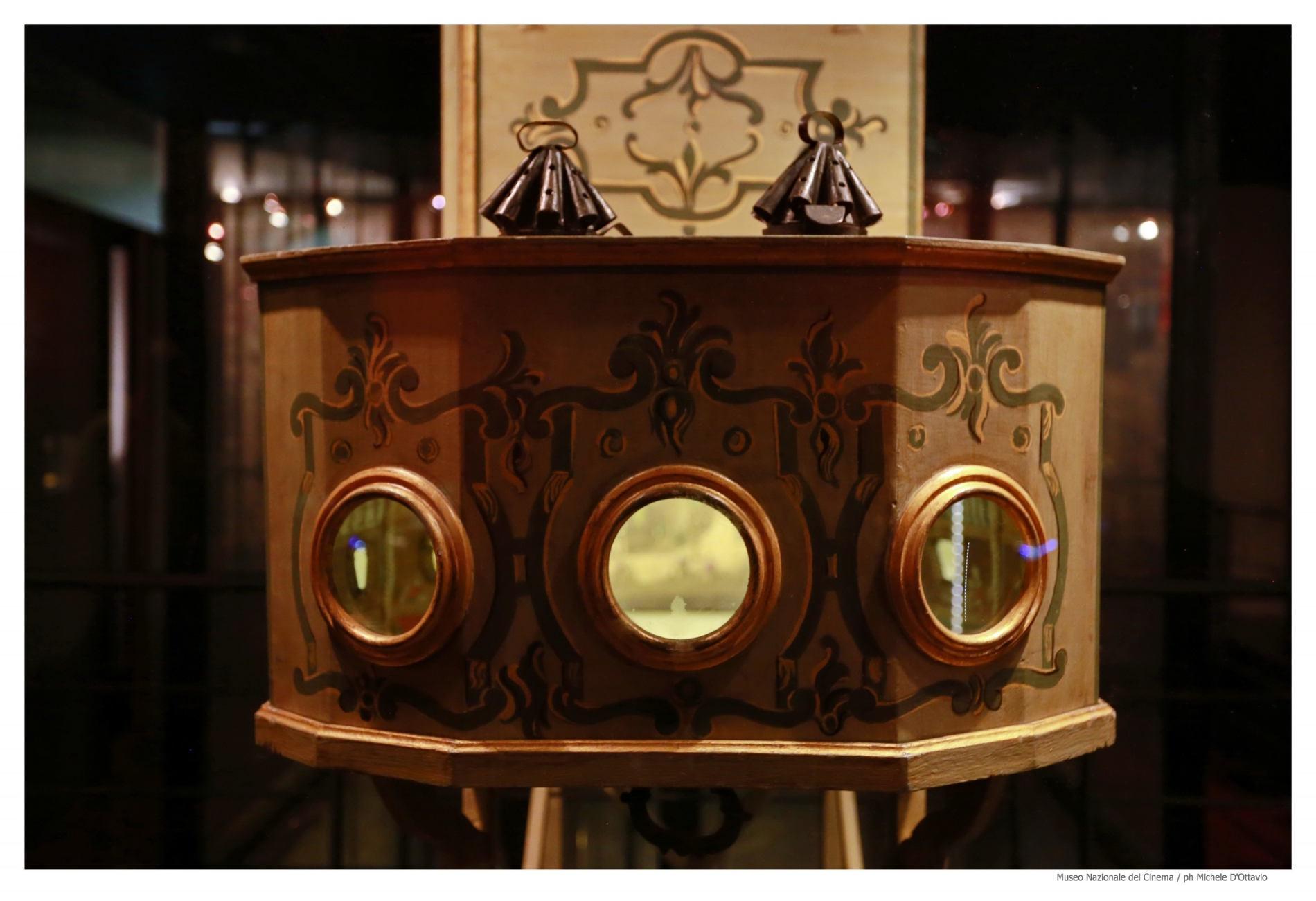 Lanterna magica: i primi cinematografi- Testimonianza storica nel Museo del Cinema nella Mole Antonelliana di torino (Foto credits da @Museo del Cinema)