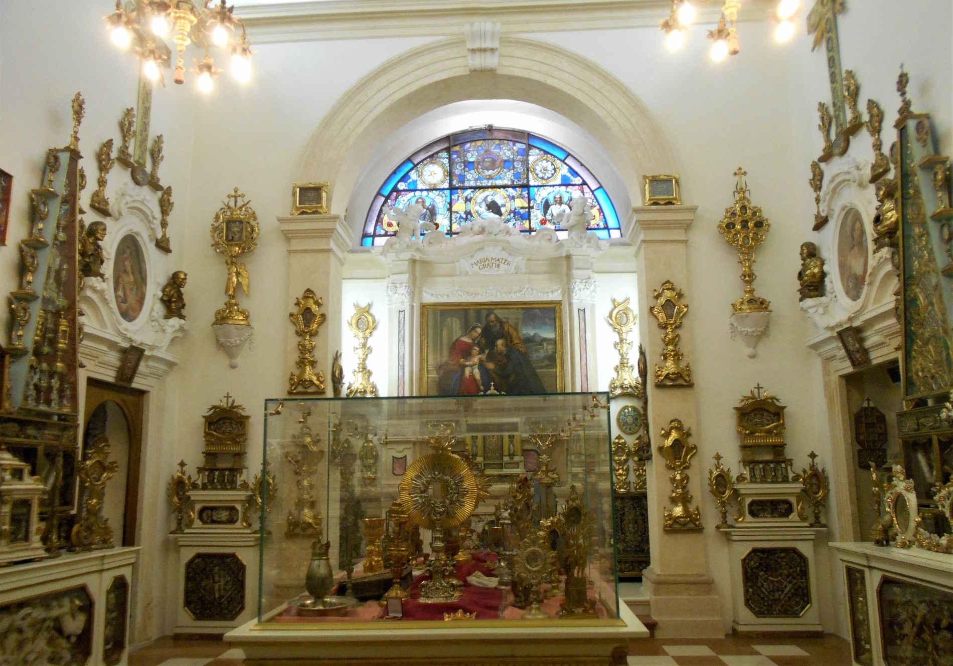 Reliquiari a go go nella Chiesa di Santa Maria del Paradiso a Verona itinerari di Verona Minor Hierusalem