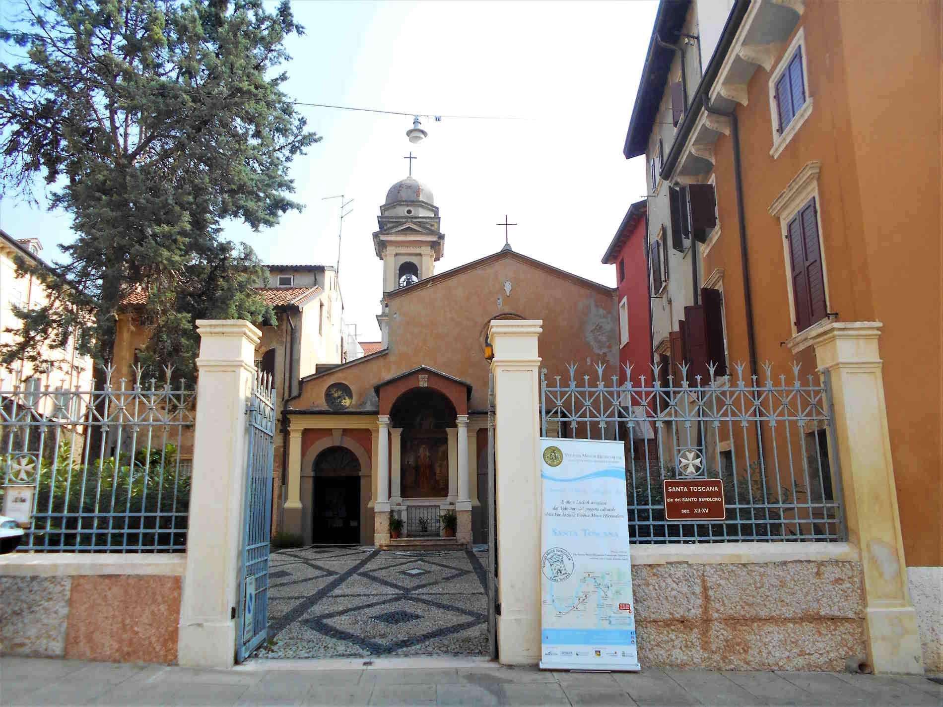 Ingresso alla Chiesa di Santa Toscana a verona