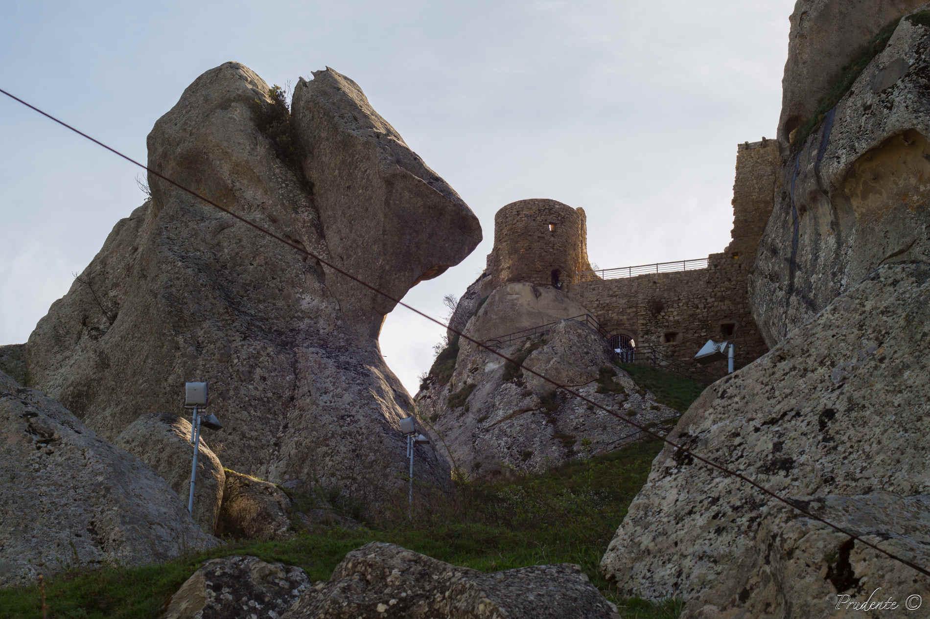 5 Borghi da visitare in Basilicata-I ruderi del Castello a Pietrapertosa Italia Basilicata