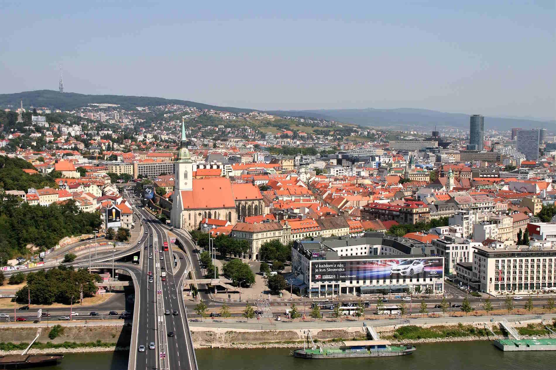 Quali capitali europee visitare -Panorama su Bratislava capitale della Slovacchia Europa
