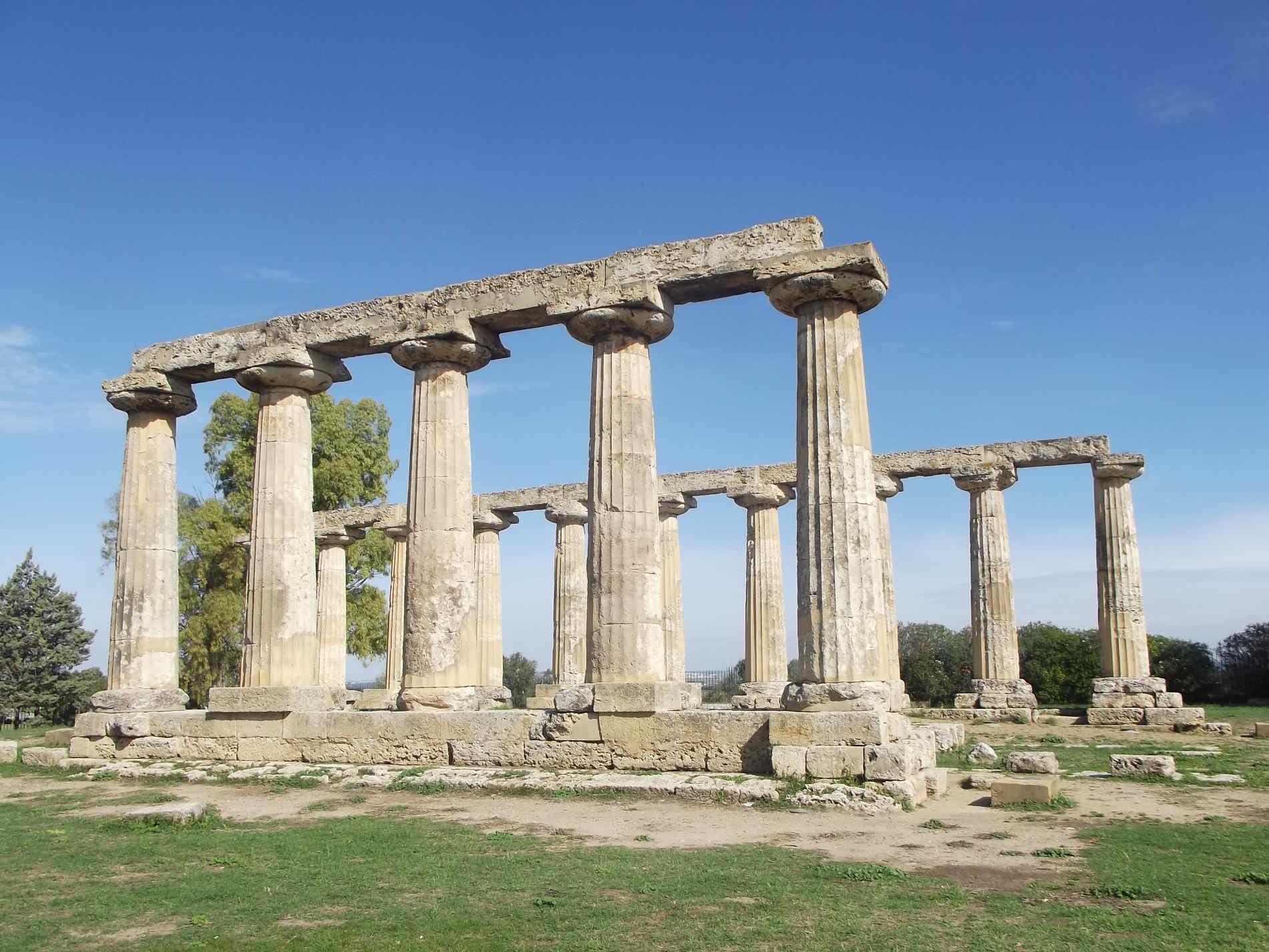 Viaggio nella storia attraverso 5 Borghi da visitare in Basilicata Metaponto , il tempio di Hera