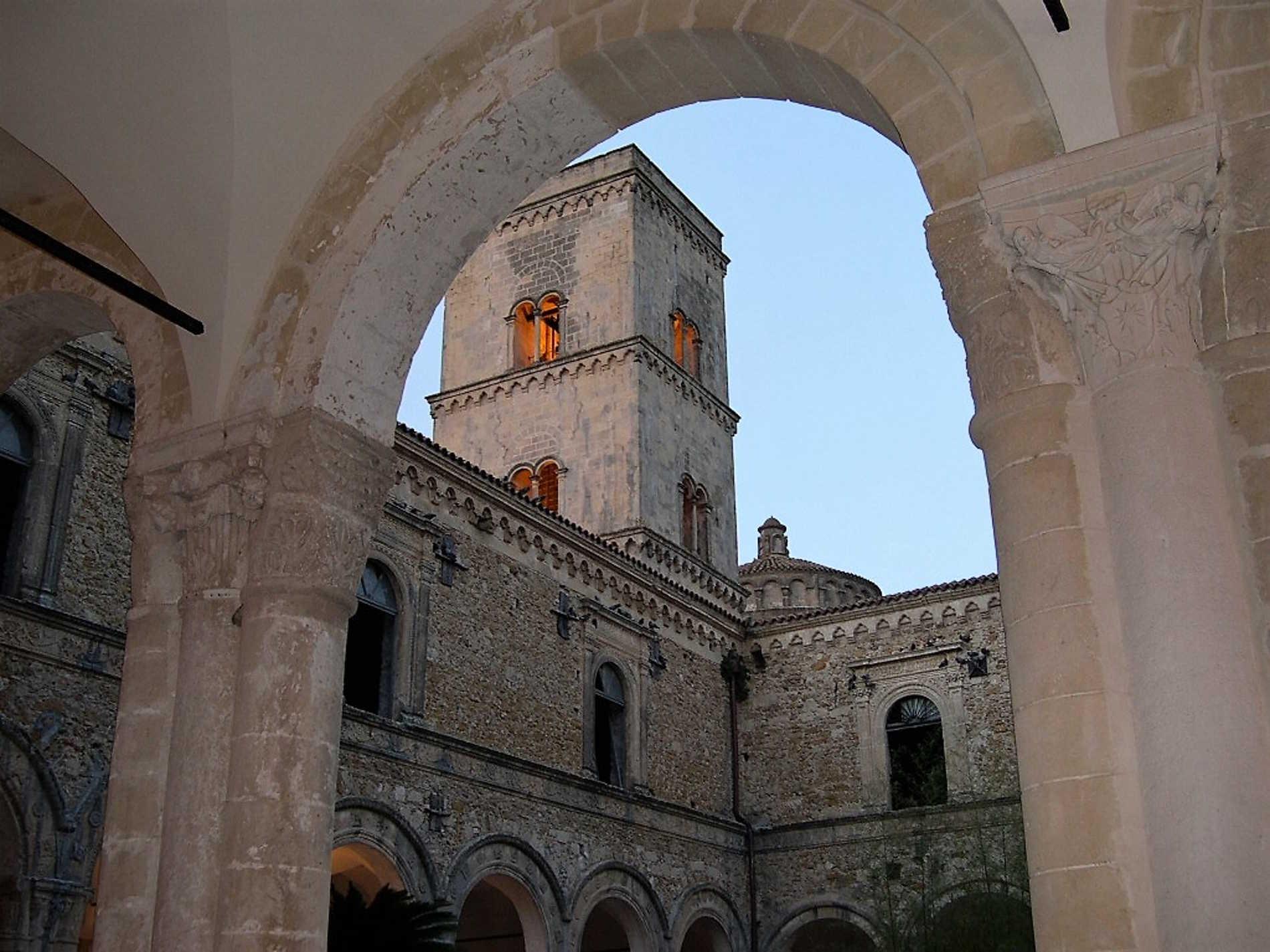 Chiostro dell'Abbazia di San Michele Arcangelo a Montescaglioso Basilicata