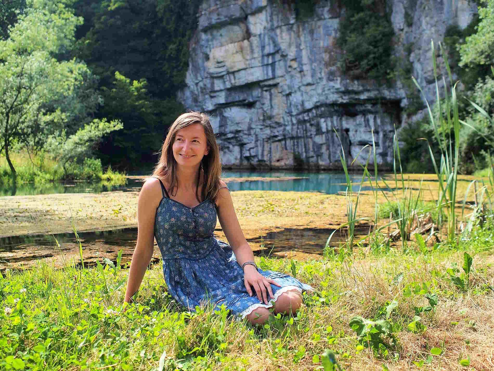 Sara Terpin alla sorgente del fiume Krupa in Slovenia