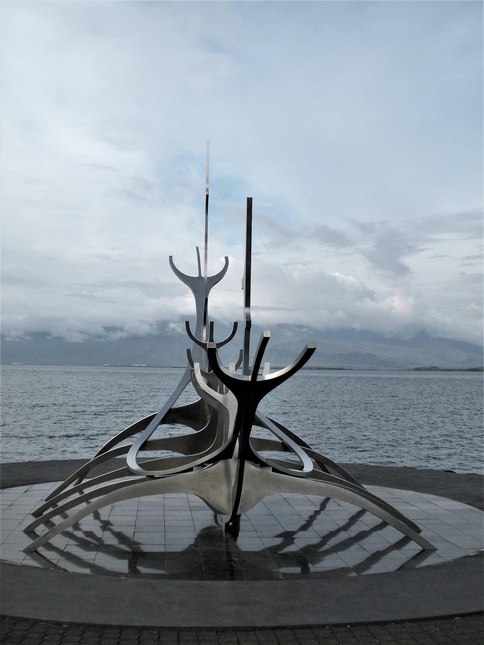 La Statua di acciaio Sun Voyager a Reykjavik in Islanda Europa